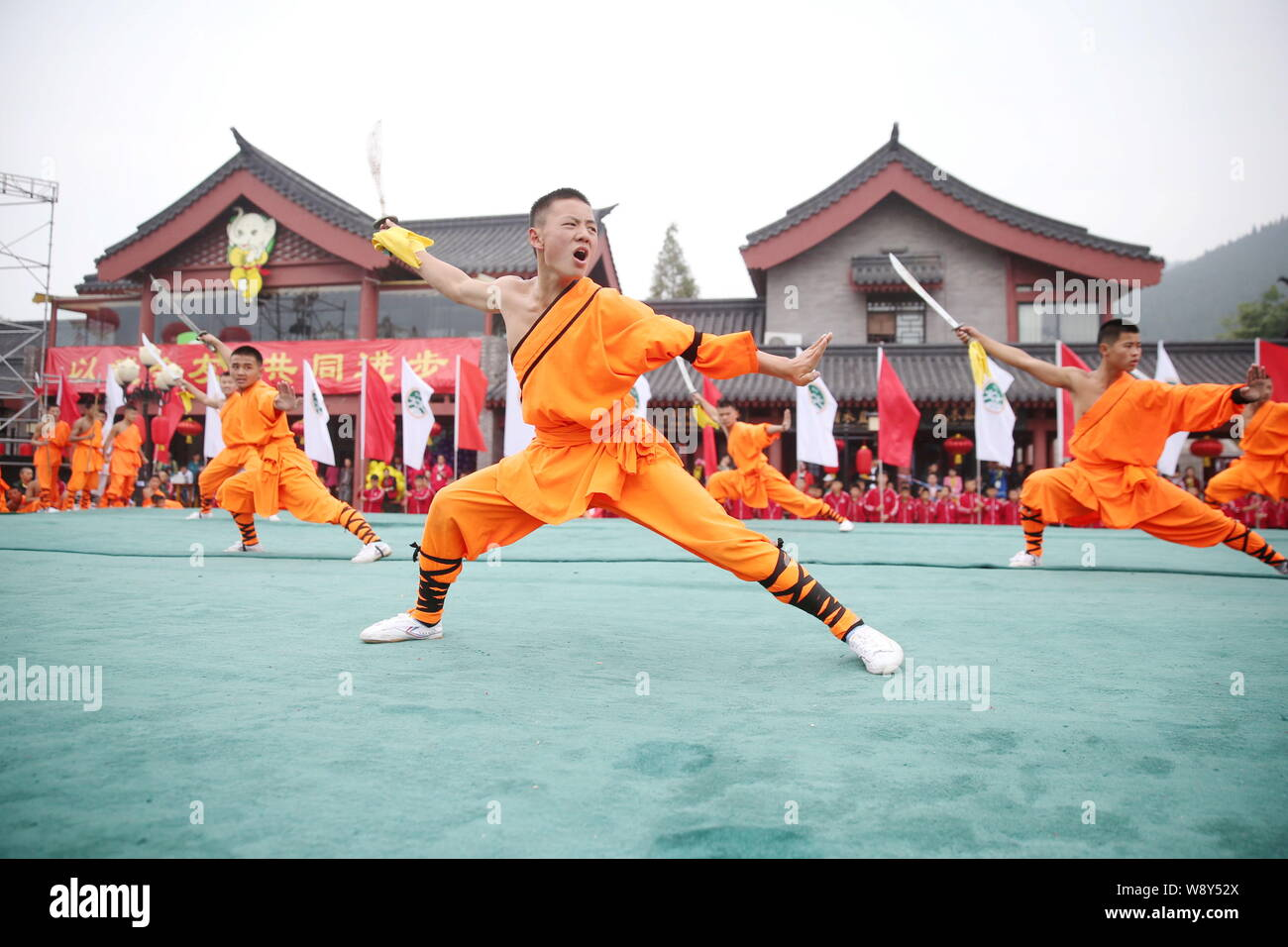 18 CHINESE KUNG FU MARTIAL ART SHAOLIN MONKS WEAPON EQUIPMENT MINIATURE GAME
