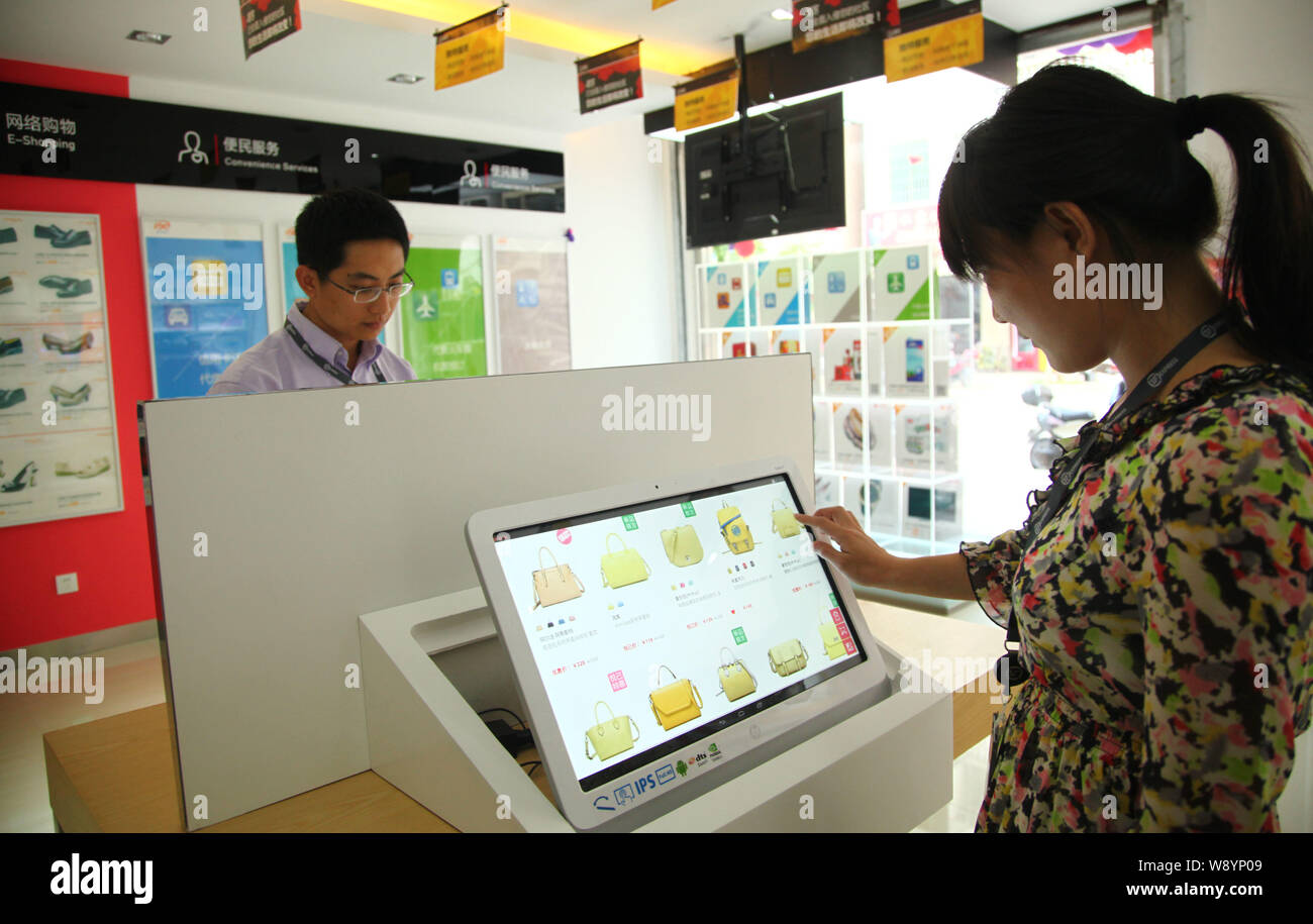 File A Chinese Customer Places An Online Order On A Tablet