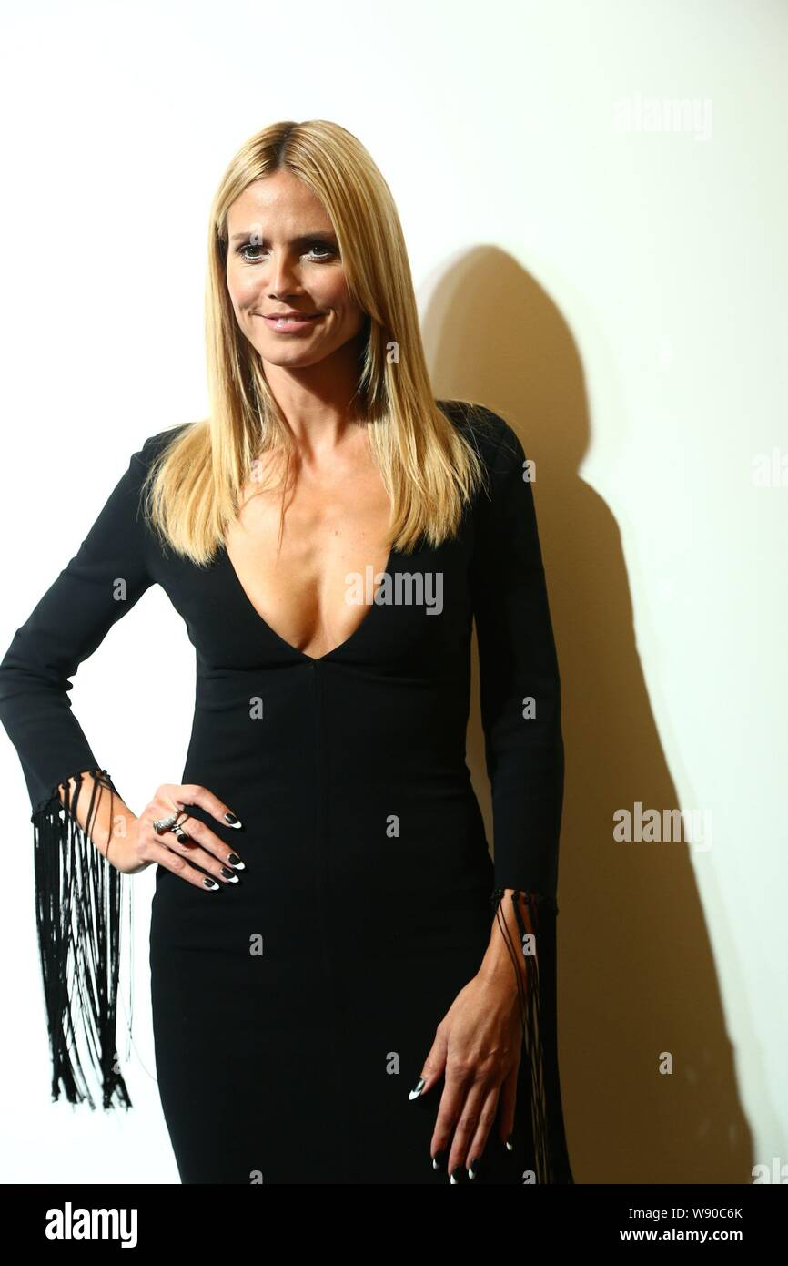 German Model And Designer Heidi Klum Poses As She Arrives For The Michael Kors Fashion Show During The New York Spring Summer 2015 Fashion Week In New Stock Photo Alamy