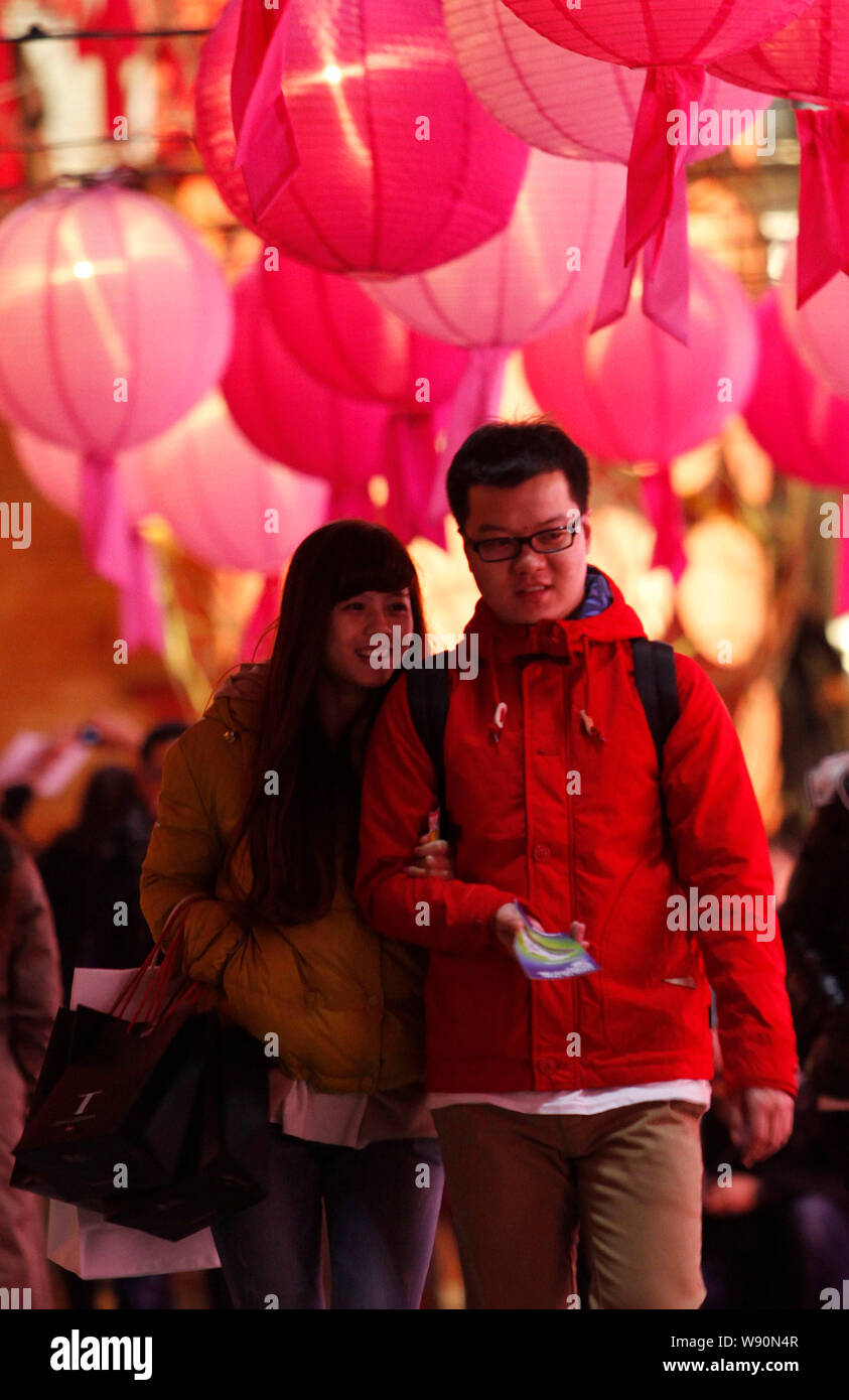 A Couple Enjoy Lanterns On The Eve Of The Lantern Festival In Hong Kong China 13 February 2014 To Light Lanterns Or Romance A Sweetheart ª Tha Stock Photo Alamy