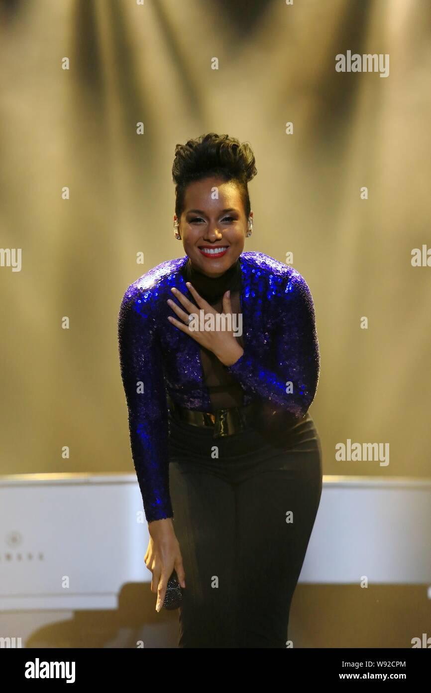 Alicia Smiles american singer alicia augello cook, known as alicia keys