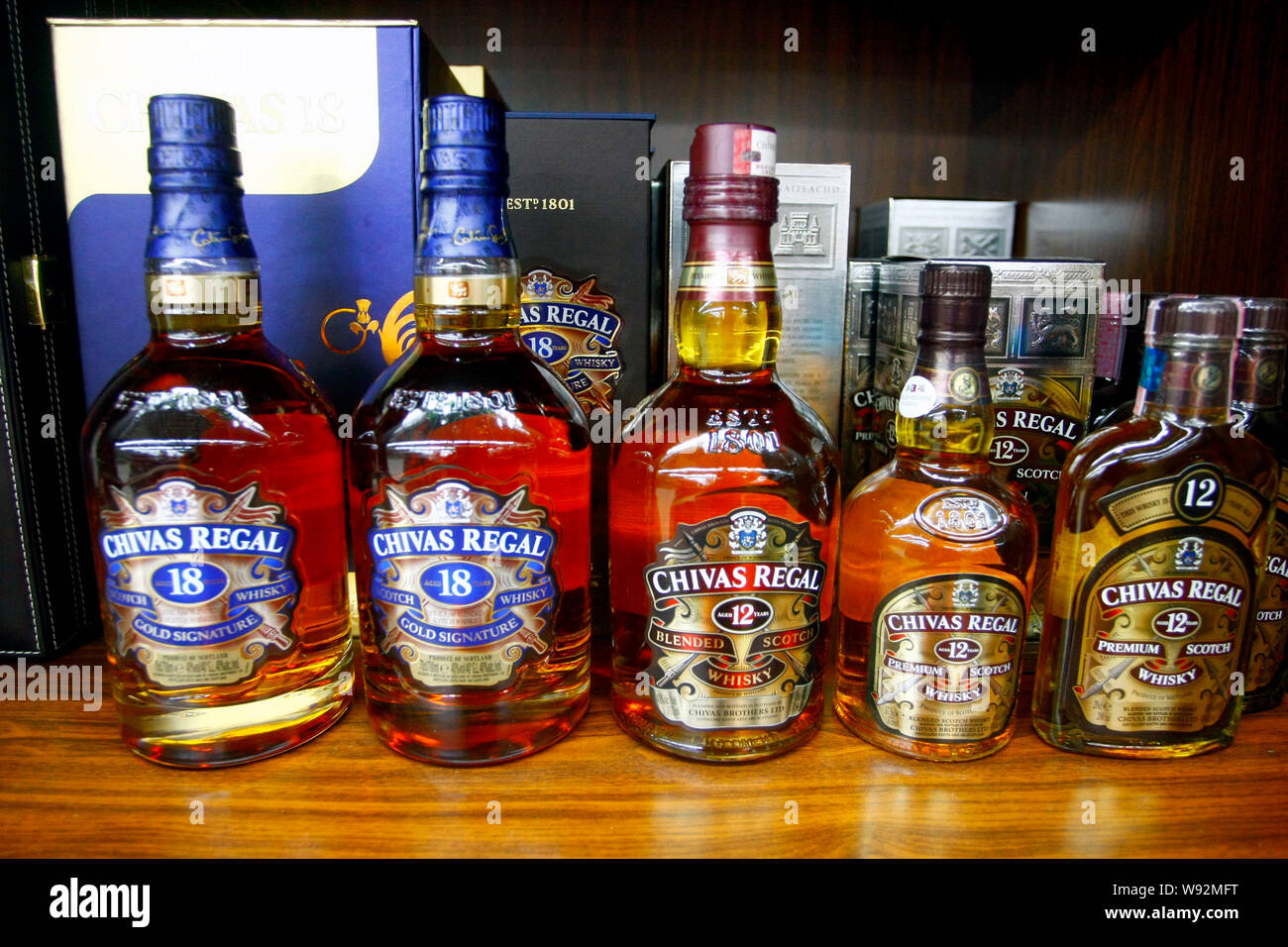 Pernod Stock Photos & Pernod Stock Images - Page 2 - Alamy