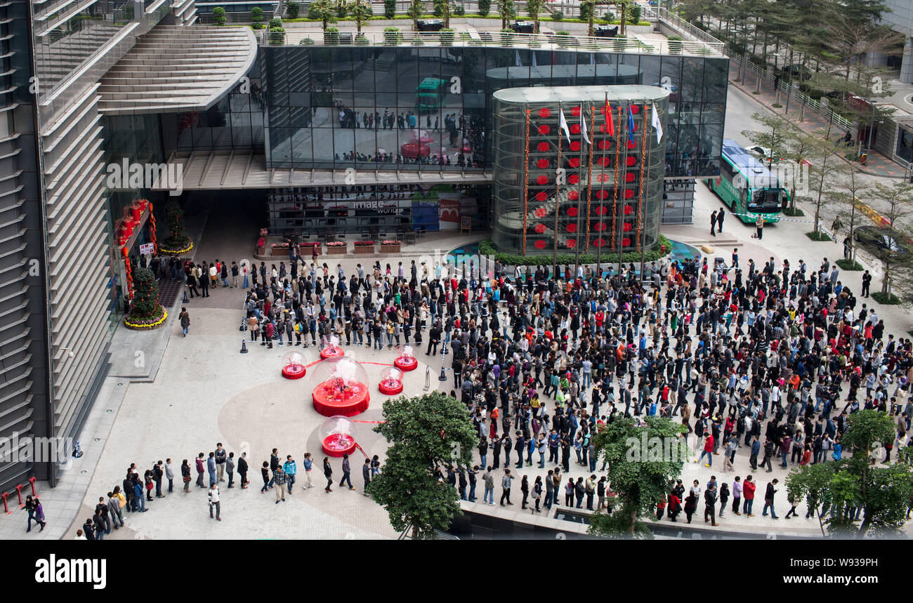 Chinese employees of Tencent, owner of QQ com, queue up for