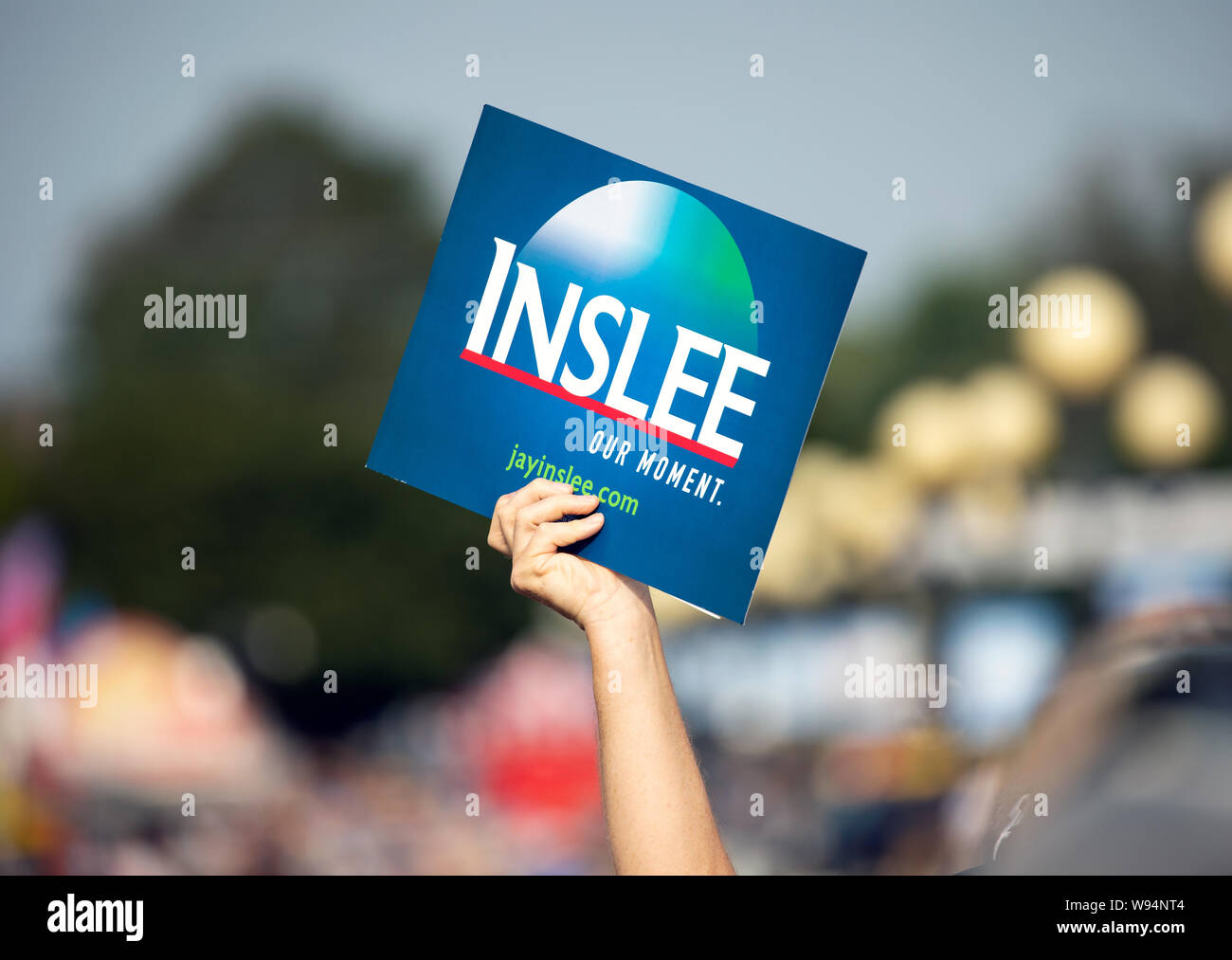 Des Moines, Iowa / USA - August 10, 2019: A person holds up a sign supporting Washington Governor and Democratic candidate for President Jay Inslee at Stock Photo