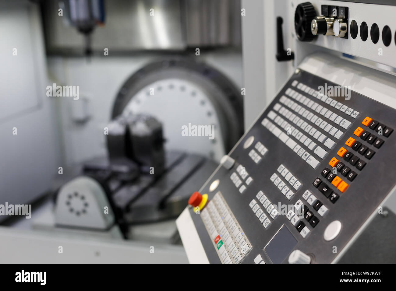 Vertical Milling Machine Stock Photos & Vertical Milling