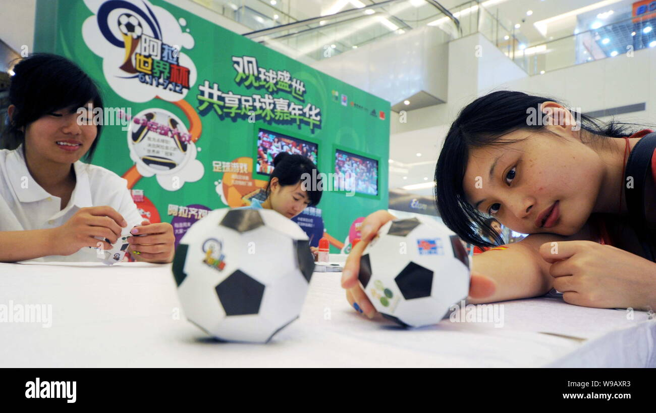 KIT - Applied Geometry (CAGD) - Research - Paper Models - Soccer Ball | 818x1300