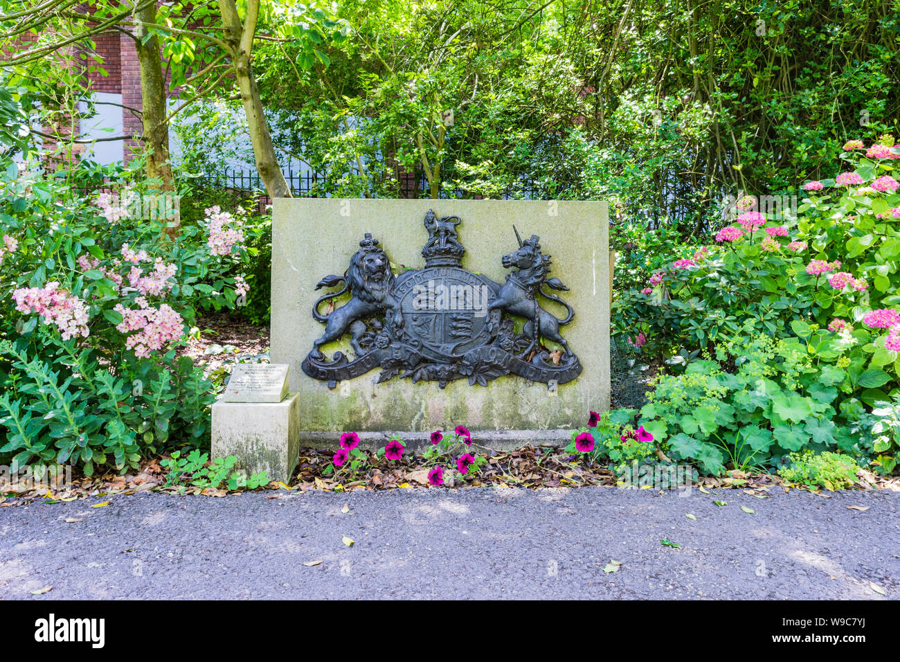 The coat of arms of the territorial army with a plaque commemorating the Royal Wiltshire Yeomanry and 4th battalion Wiltshire Regiment Stock Photo