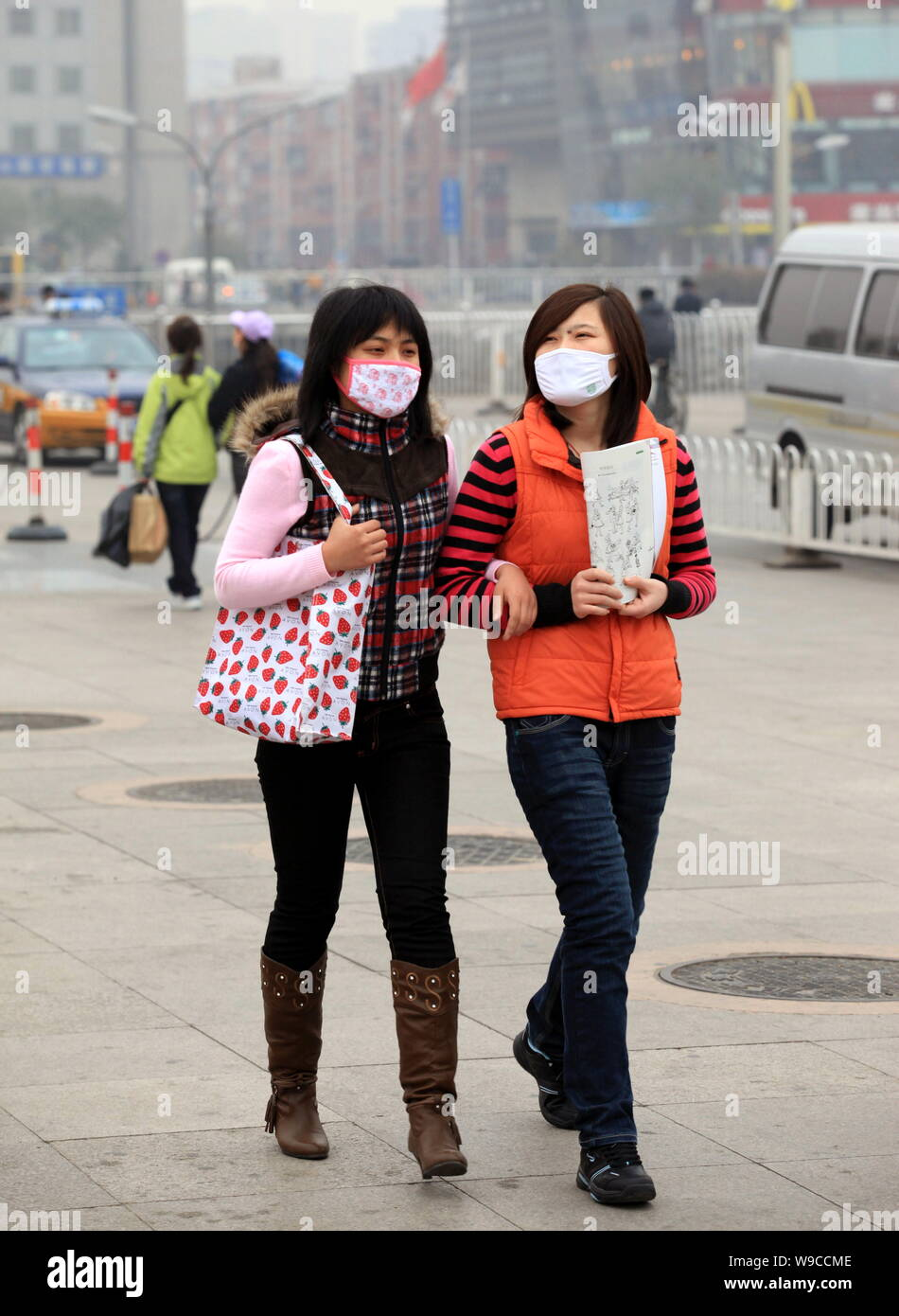 Flu Walk In Women The H1n1 Masks Young Chinese Wearing Against