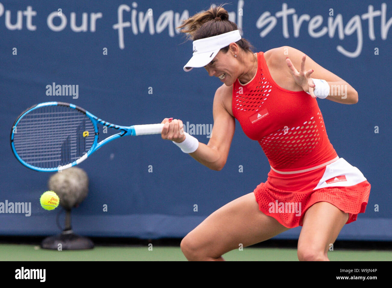 Mason, Ohio, USA. 13th Aug, 2019. Garbine Muguruza (ESP) hits a forehand shot during Tuesday's round of the Western and Southern Open at the Lindner Family Tennis Center, Mason, Oh. Credit: Scott Stuart/ZUMA Wire/Alamy Live News Stock Photo