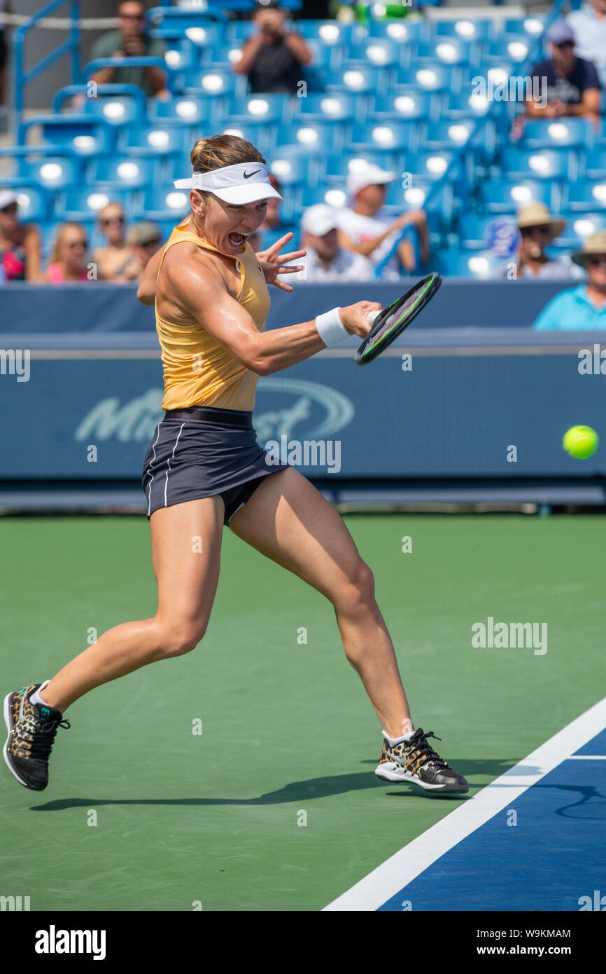 Mason, Ohio, USA. 14th Aug, 2019. Simona Halep (ROU) hits a forehand shot during Wednesday's round of the Western and Southern Open at the Lindner Family Tennis Center, Mason, Oh. Credit: Scott Stuart/ZUMA Wire/Alamy Live News Stock Photo