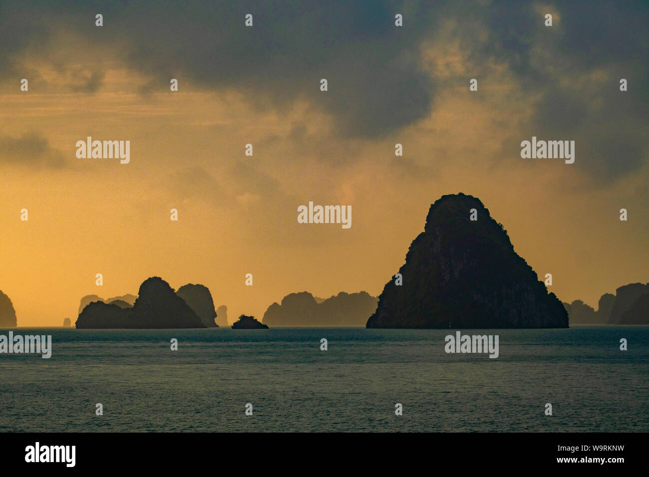 Asia, Asien, Southeast Asia, Vietnam,Quang Ninh Province, Ha Long Bay *** Local Caption *** Stock Photo