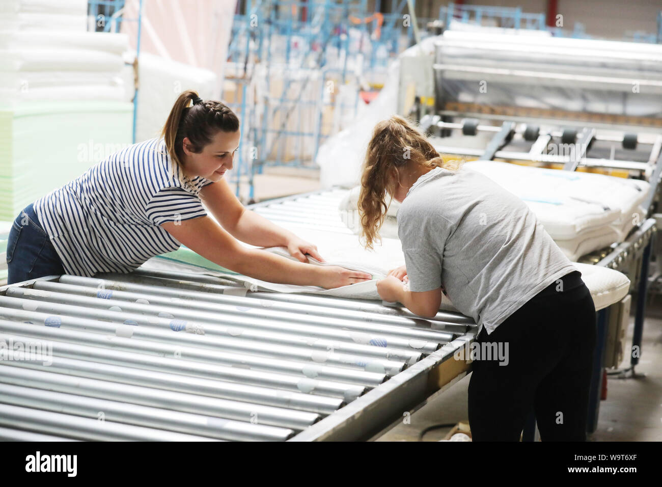 Weida Germany 15th Aug 2019 Two Employees Close The Cover Of A Foam Mattress At Breckle