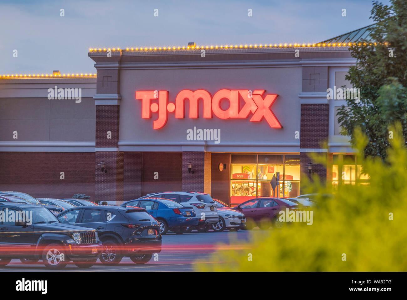 Tj Maxx Store Stock Photos & Tj Maxx Store Stock Images - Alamy