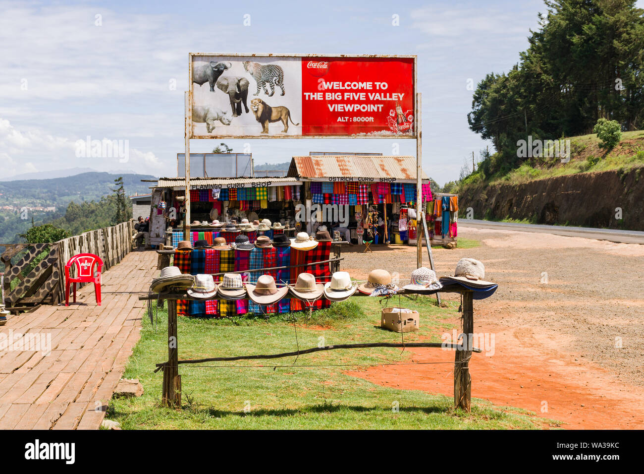 Curio shacks selling souvenirs and gifts lining the A104 in the Rift Valley, Kenya Stock Photo