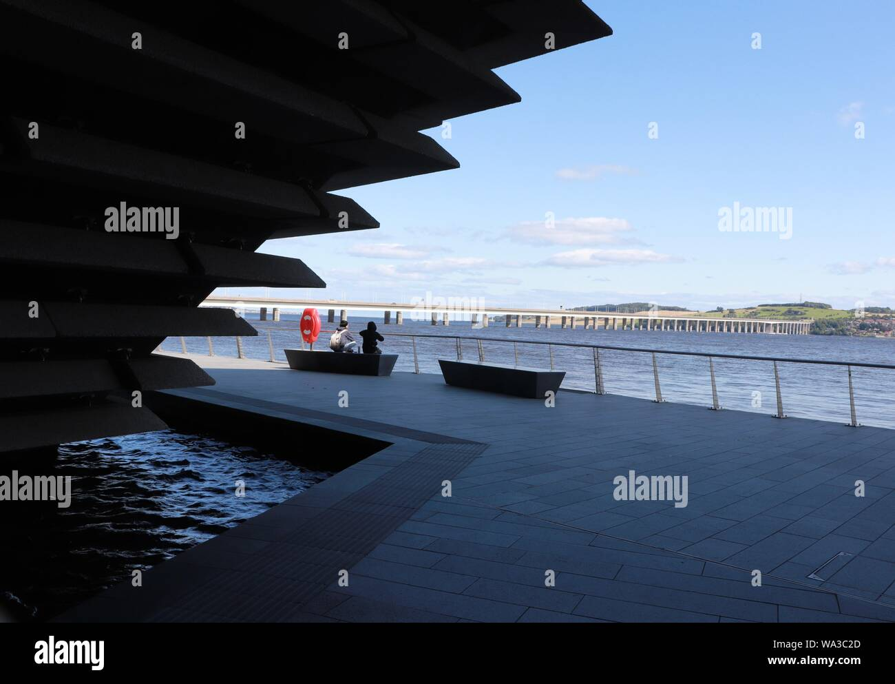 Old sailing ship RRS Discovery and V&A Dundee museum Stock Photo
