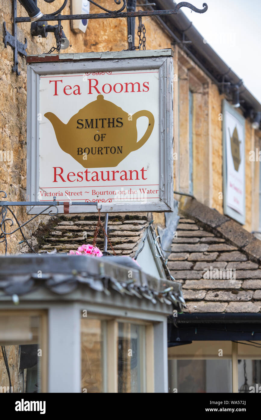 Smiths of Bourton Tea rooms. Bourton on the water. Cotswolds. Gloucestershire, England Stock Photo