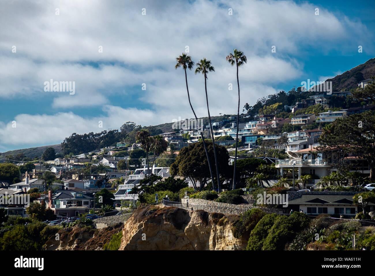 Homes on the hillside overlooking the ocean in Laguna Beach, Orange County, California, USA Stock Photo