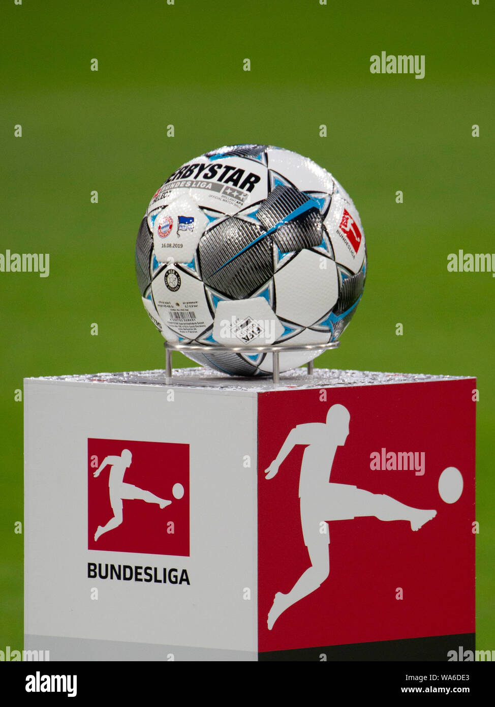 ball and dfl logo soccer fc bayern munich m hertha bsc berlin b 2 2 bundesliga 1 matchday season 2019 2020 on 16 08 2019 in muenchen allianzarena germany editorial note dfl regulations https www alamy com ball and dfl logo soccer fc bayern munich m hertha bsc berlin b 2 2 bundesliga 1matchday season 20192020 on 16082019 in muenchen allianzarena germany editorial note dfl regulations prohibit any use of photographs as image sequences and or quasi video usage worldwide image264444379 html