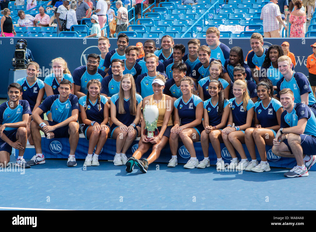 August 18, 2019, Mason, Ohio, USA: Madison Keys (USA) poses with the ball kids after winning the Women's Final of the Western and Southern Open at the Lindner Family Tennis Center, Mason, Oh. (Credit Image: © Scott Stuart/ZUMA Wire) Stock Photo