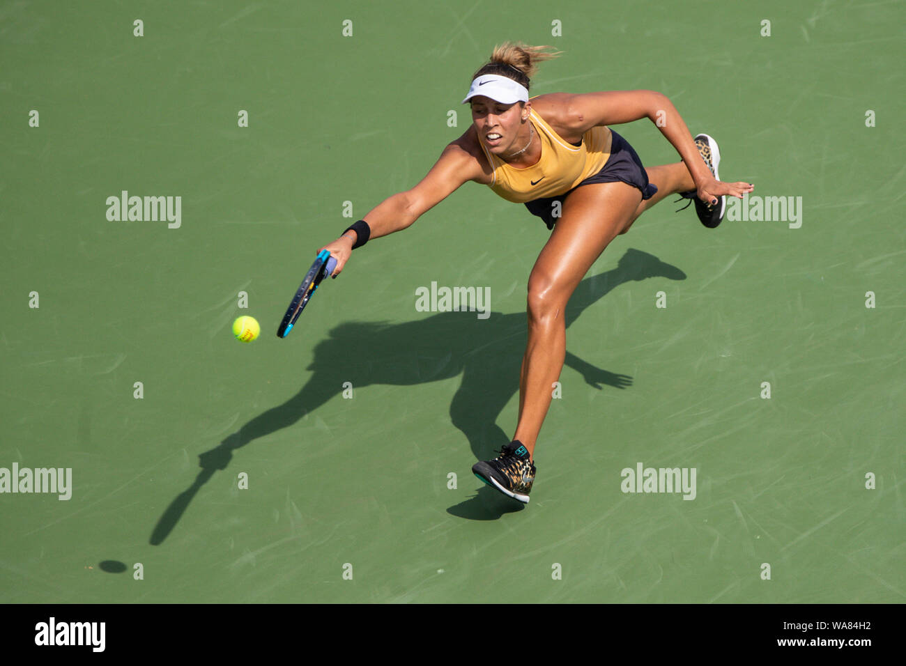 August 18, 2019, Mason, Ohio, USA: Madison Keys (USA) reaches for a shot to the corner during the Women's Final of the Western and Southern Open at the Lindner Family Tennis Center, Mason, Oh. (Credit Image: © Scott Stuart/ZUMA Wire) Stock Photo