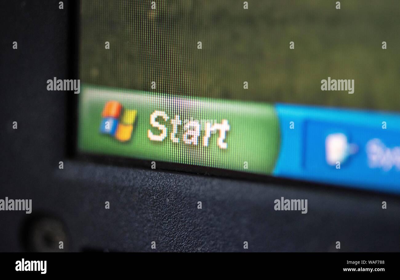 Windows XP Start Button, Laptop, Operating System Microsoft