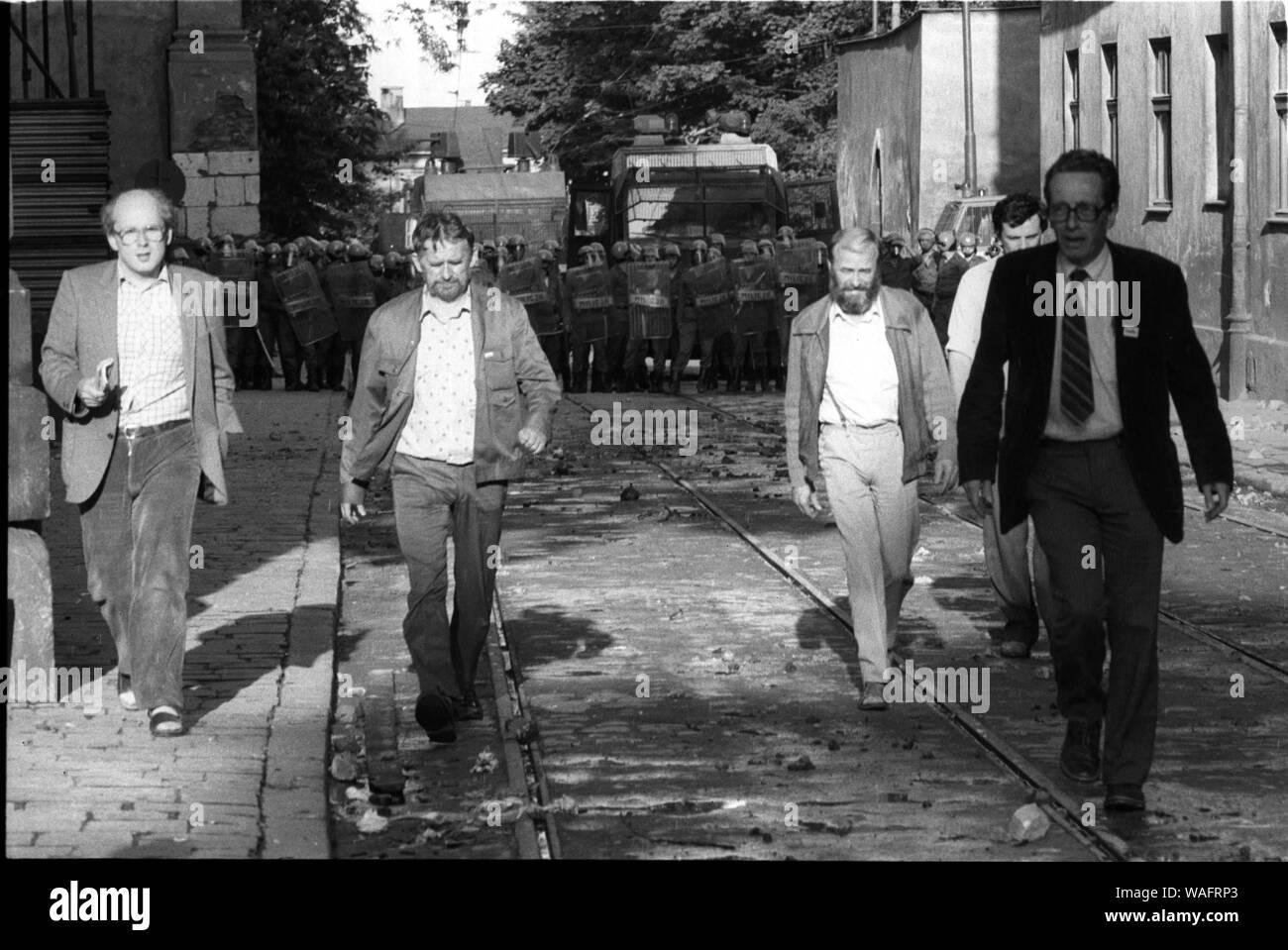 Krakow, 18.05.1989. Student demonstration on  Dominikanska street. KPN, NZS, WiP, fight against the millitary and ZOMO units. Returning from negotiations with ZOMO from left are: Jan Rokita; Tadeusz Piekarz; Stefan Jurczak; Krzysztof Kozlowski. Fot. Andrzej Stawiarski / FORUM Stock Photo