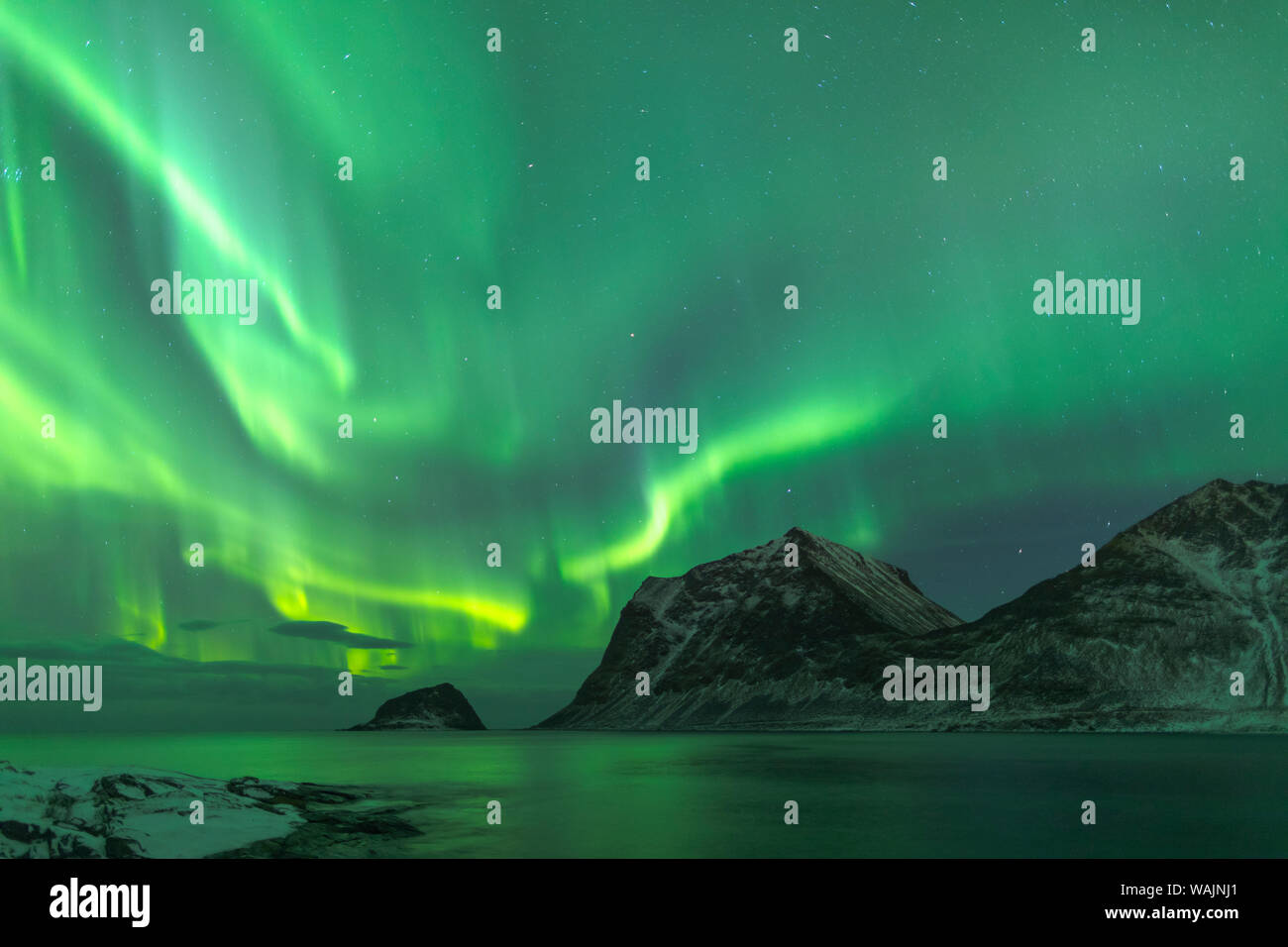 Norway, Lofoten Islands, Vestvag Island, Leknes. The aurora borealis shimmering over the coastline near Leknes. Stock Photo