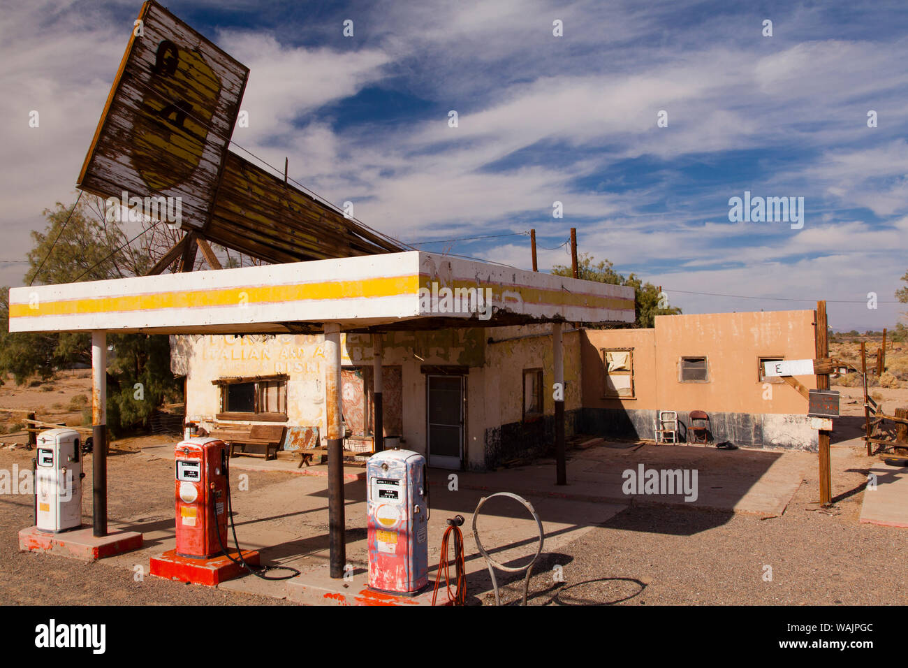 Abandoned Gas Station On Route 66 In The Mojave Desert California Usa Stock Photo Alamy
