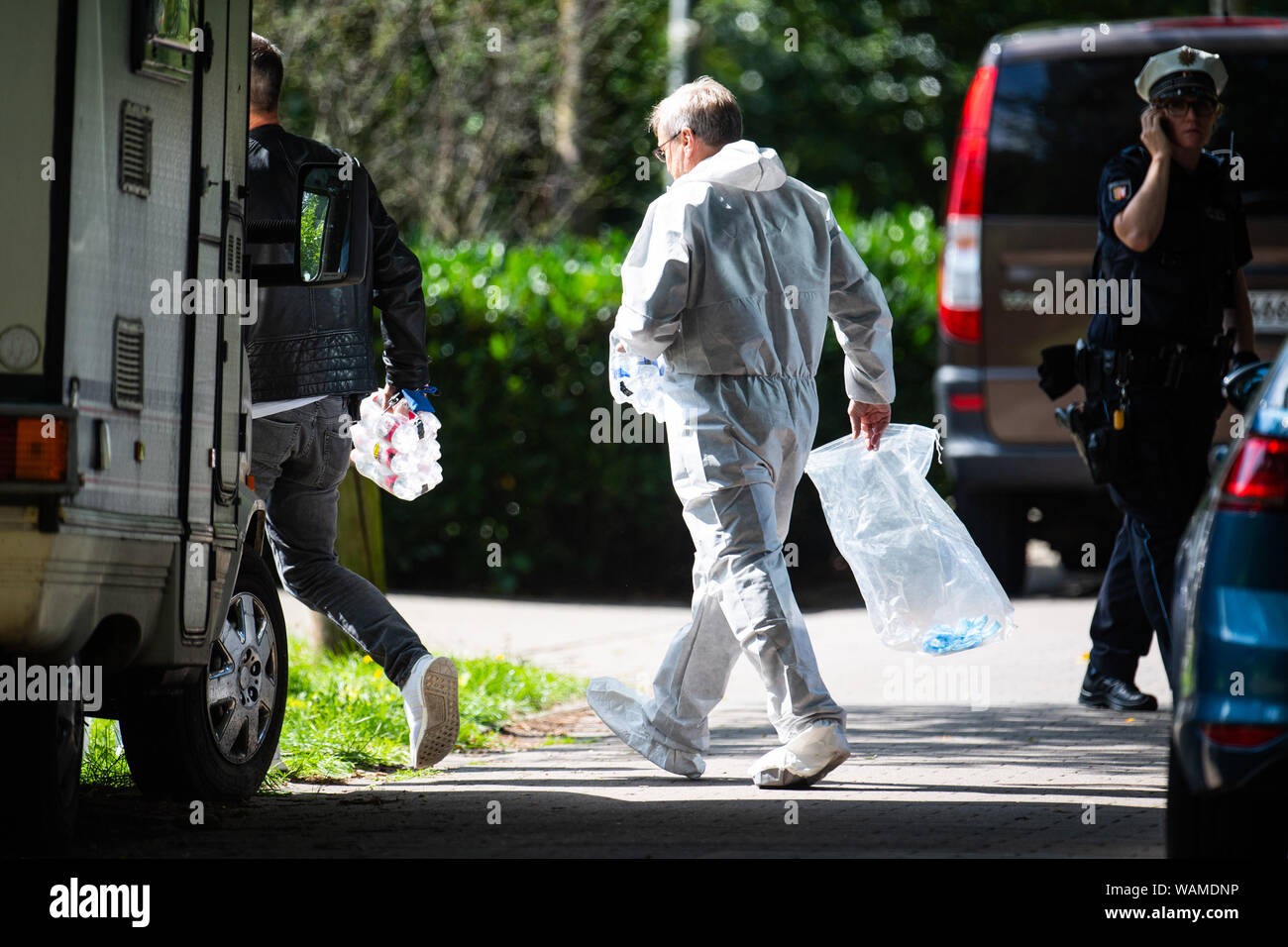 Tornesch Germany 21st Aug 2019 Forensic Officers And Police Officers Go To A House Where The Body Of A Woman Was Found According To The Police The Woman Was Obviously The Victim