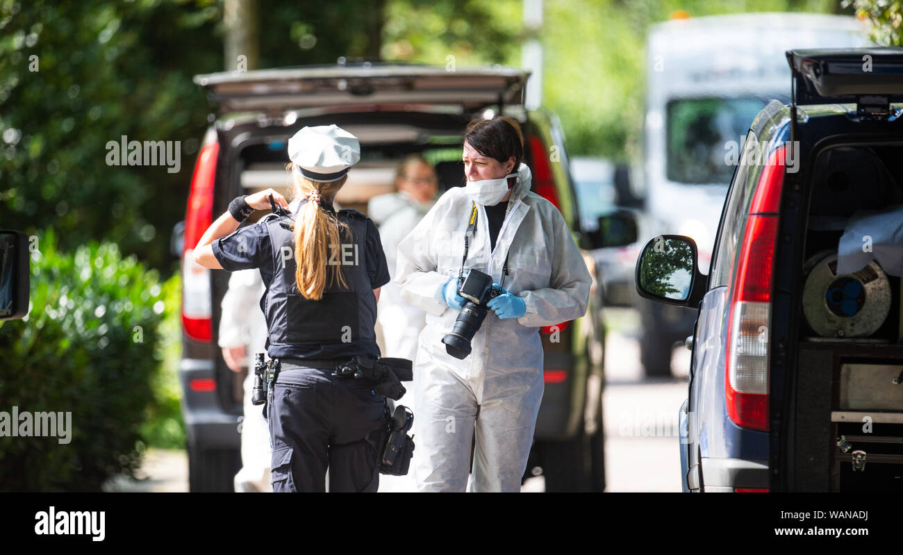 Tornesch Germany 21st Aug 2019 Forensic Officers And Police Officers Stand In Front Of A House
