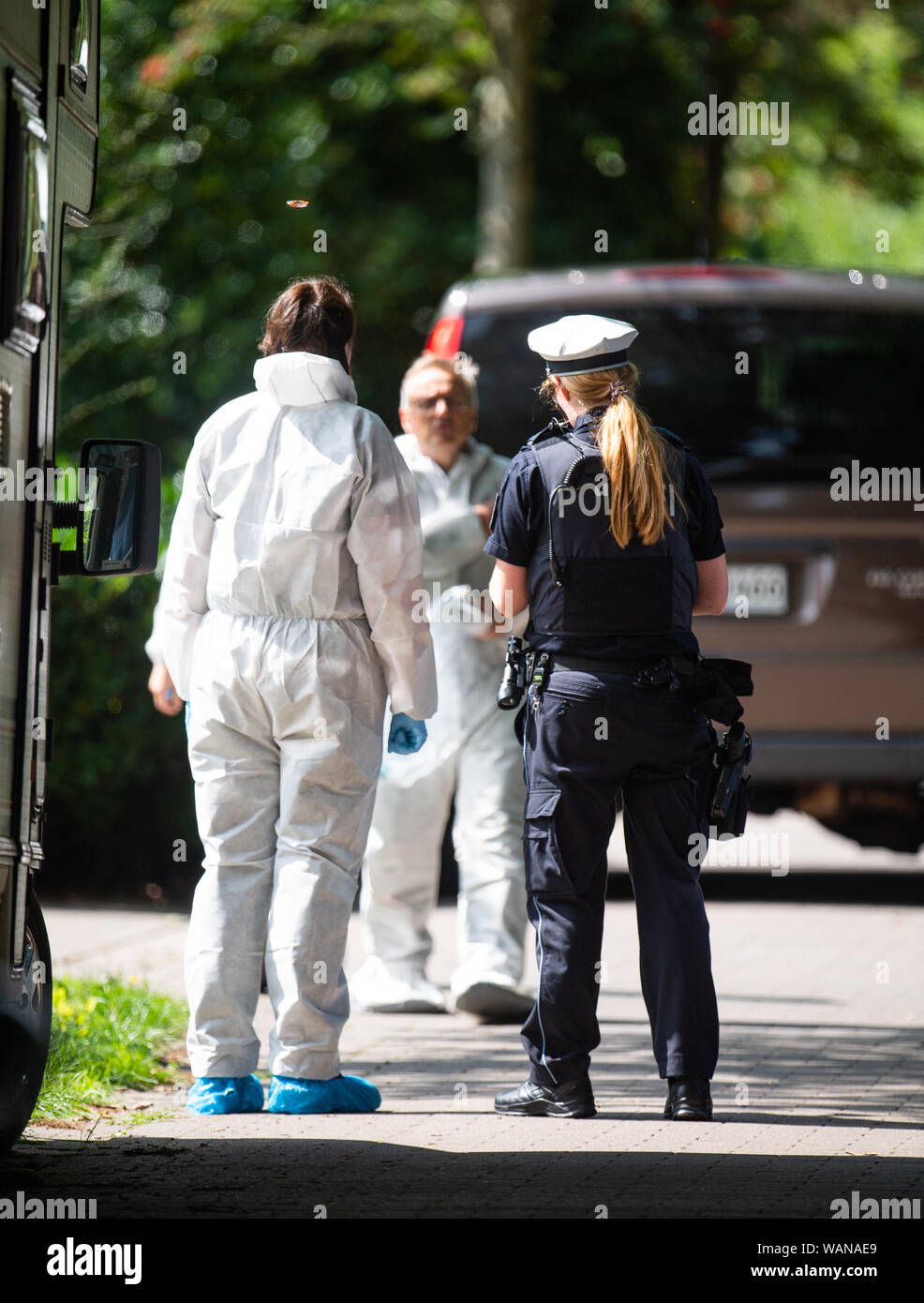 Tornesch Germany 21st Aug 2019 Forensic Officers And Police Officers Stand In Front Of A House In Which The Body Of A Woman Was Found According To The Police The Woman Was