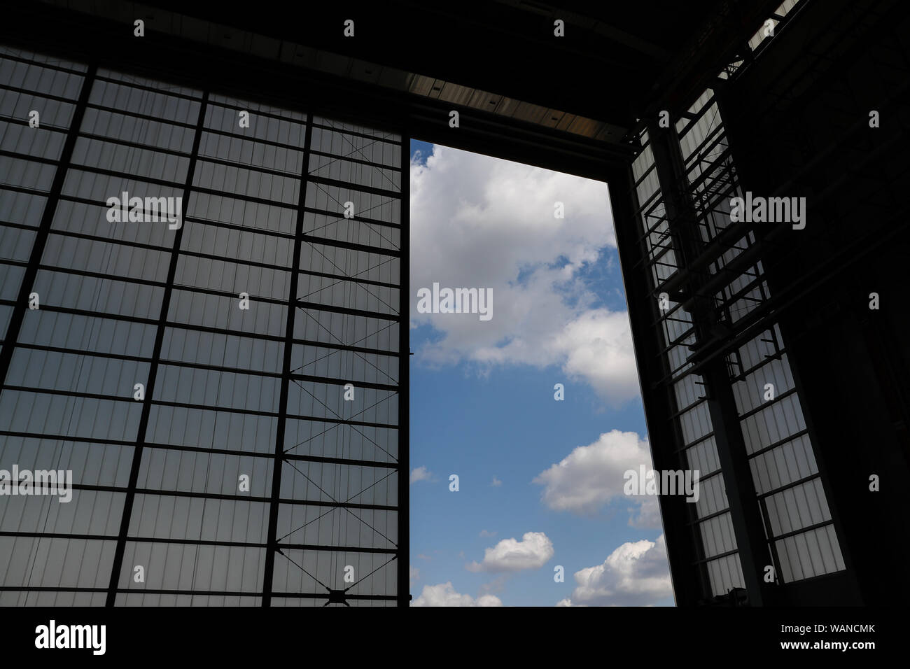 Schkeuditz, Germany. 21st Aug, 2019. View from a DHL hangar onto the blue sky at the edge of the National Aviation Conference at Leipzig-Halle Airport. Credit: Jan Woitas/dpa-Zentralbild/dpa/Alamy Live News Stock Photo