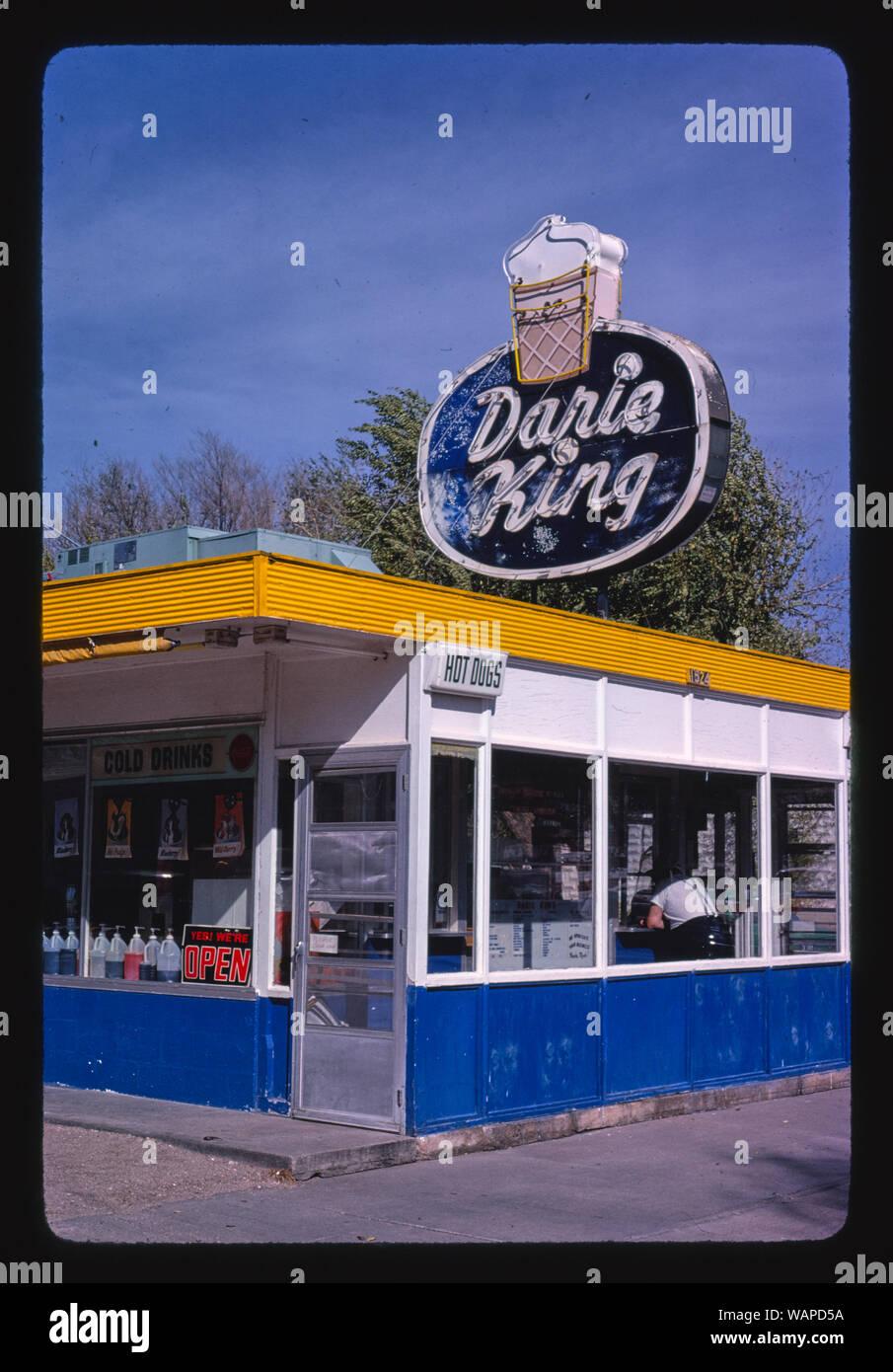 Car Dealerships In Hutchinson Ks >> Darie King E 4th Avenue Hutchinson Kansas Stock Photo