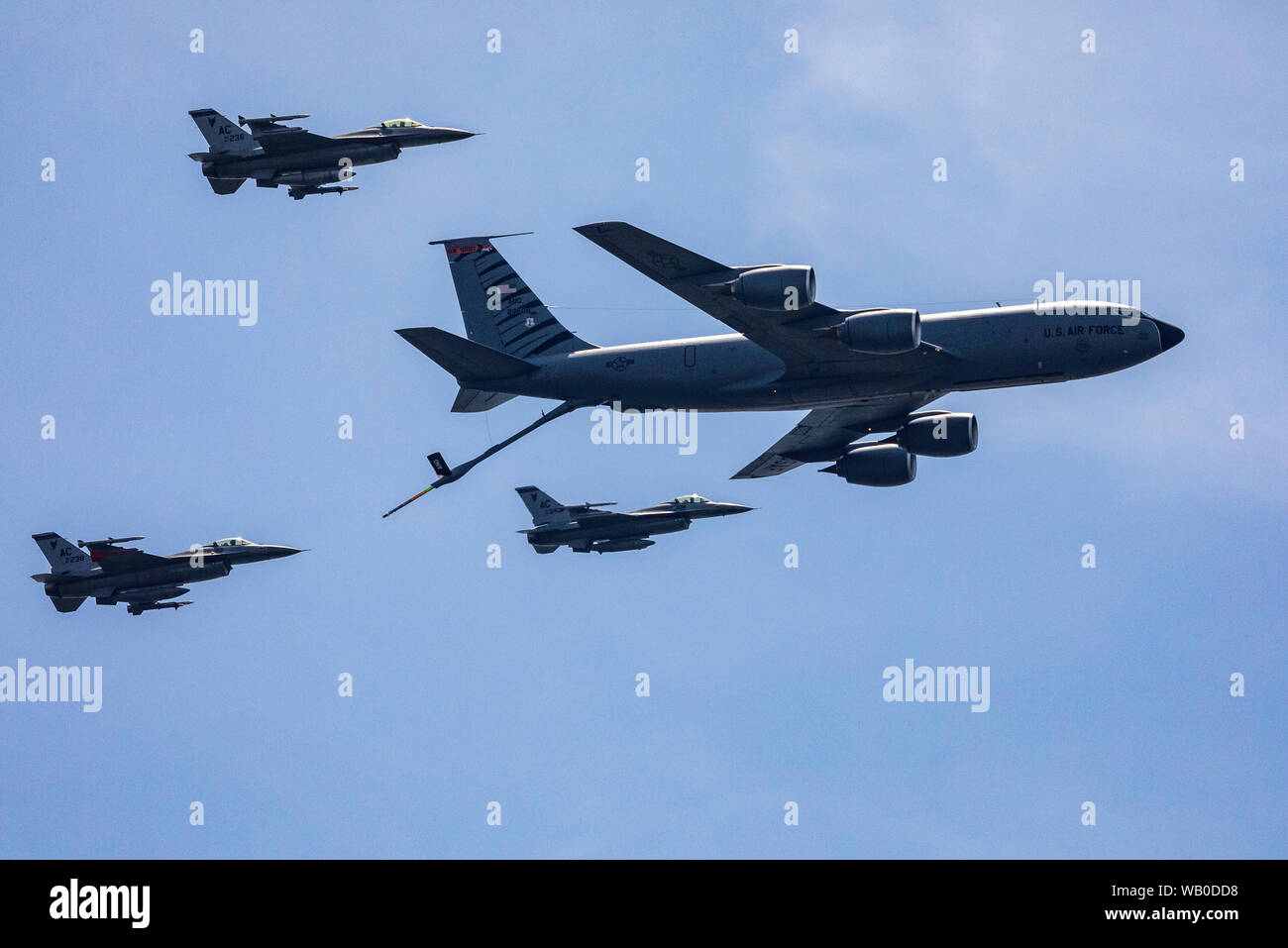 """A U.S. Air Force KC-135R Stratotanker with the New Jersey Air National Guard's 108th Wing and F-16 Fighting Falcons with the 177th Fighter Wing simulate a mid-air refueling during the 2019 Atlantic City International Airshow """"A Salute To Those That Serve"""" at Atlantic City, N.J., Aug. 21, 2019. (New Jersey National Guard photo by Mark C. Olsen) Stock Photo"""