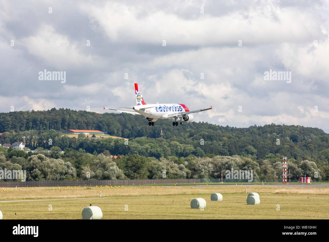 Airbus A320-214, Reg: HB-IHX beim Anflug zum Flughafen Zürich (ZRH). 15.08.2019 Stock Photo