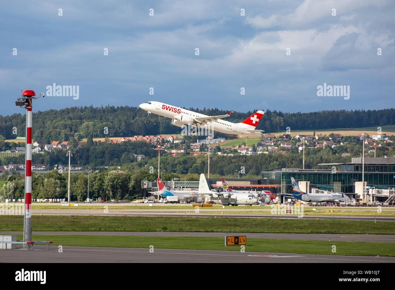 Bombardier CSeries CS300, Reg: HB-JCK beim Abflug vom Flughafen Zürich (ZRH). 15.08.2019 Stock Photo