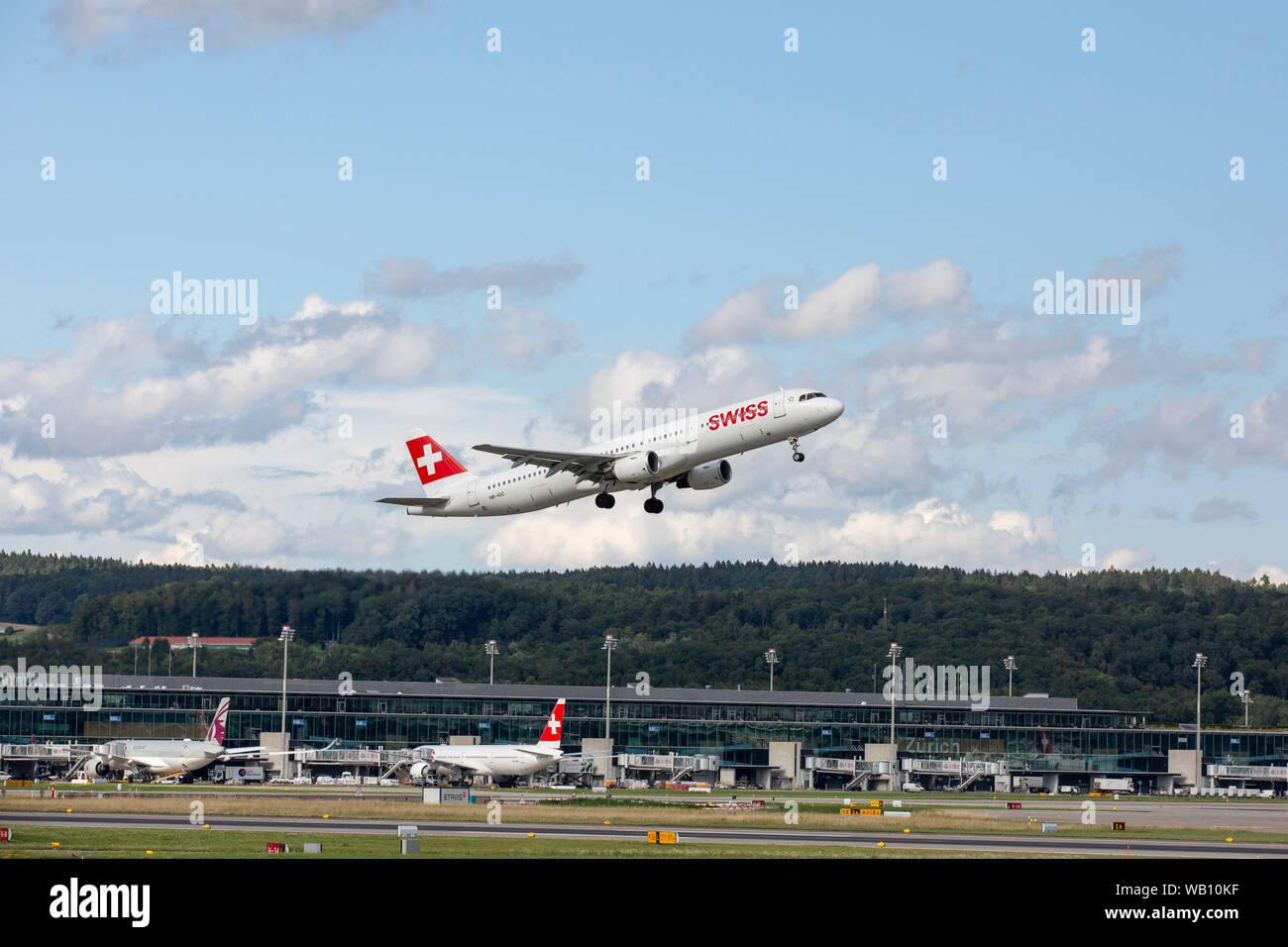 Airbus A321-111, Reg: HB-IOC beim Abflug vom Flughafen Zürich (ZRH). 15.08.2019 Stock Photo