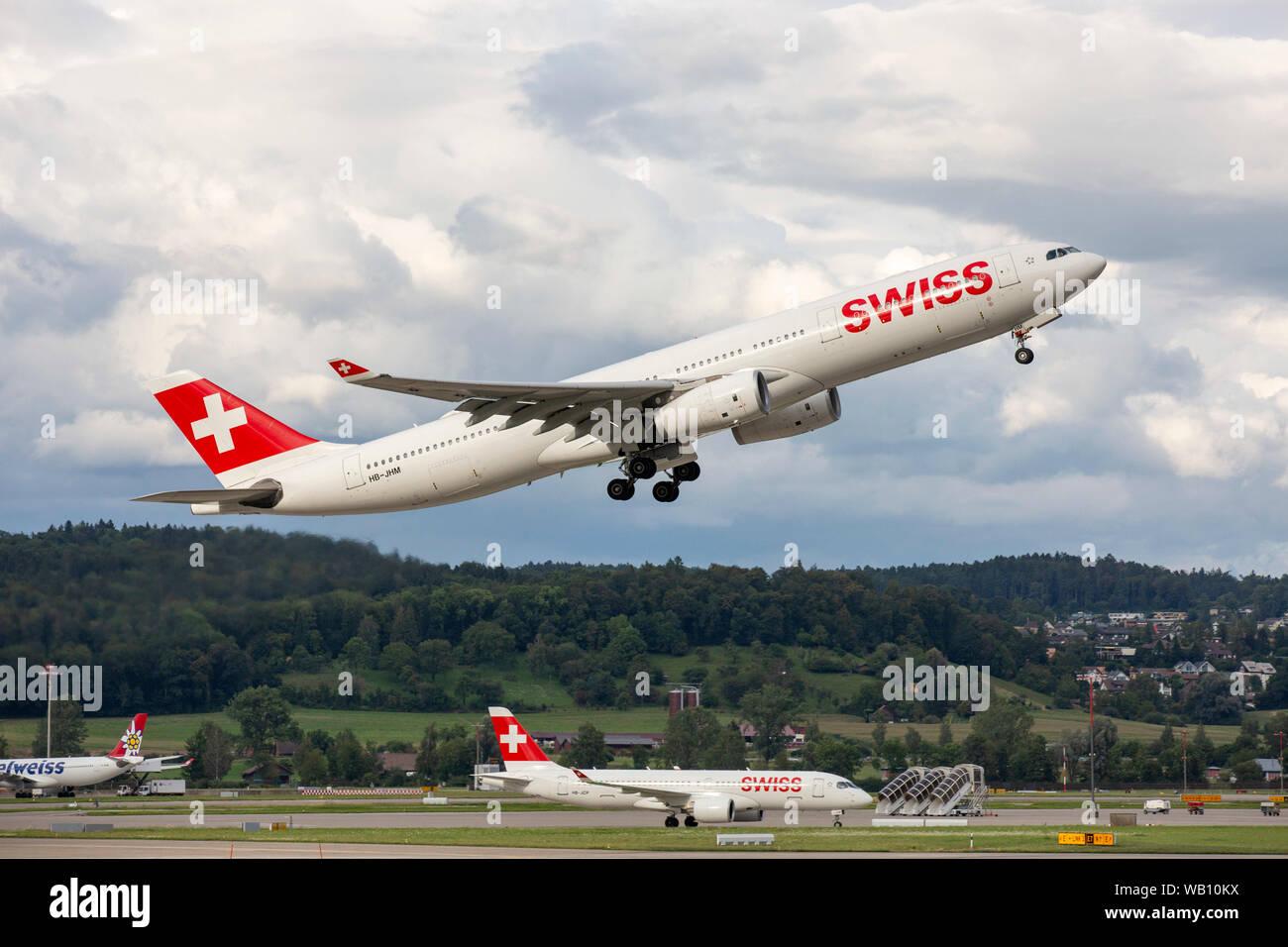 Airbus A330-343, Reg: HB-JHM beim Abflug vom Flughafen Zürich (ZRH). 15.08.2019 Stock Photo