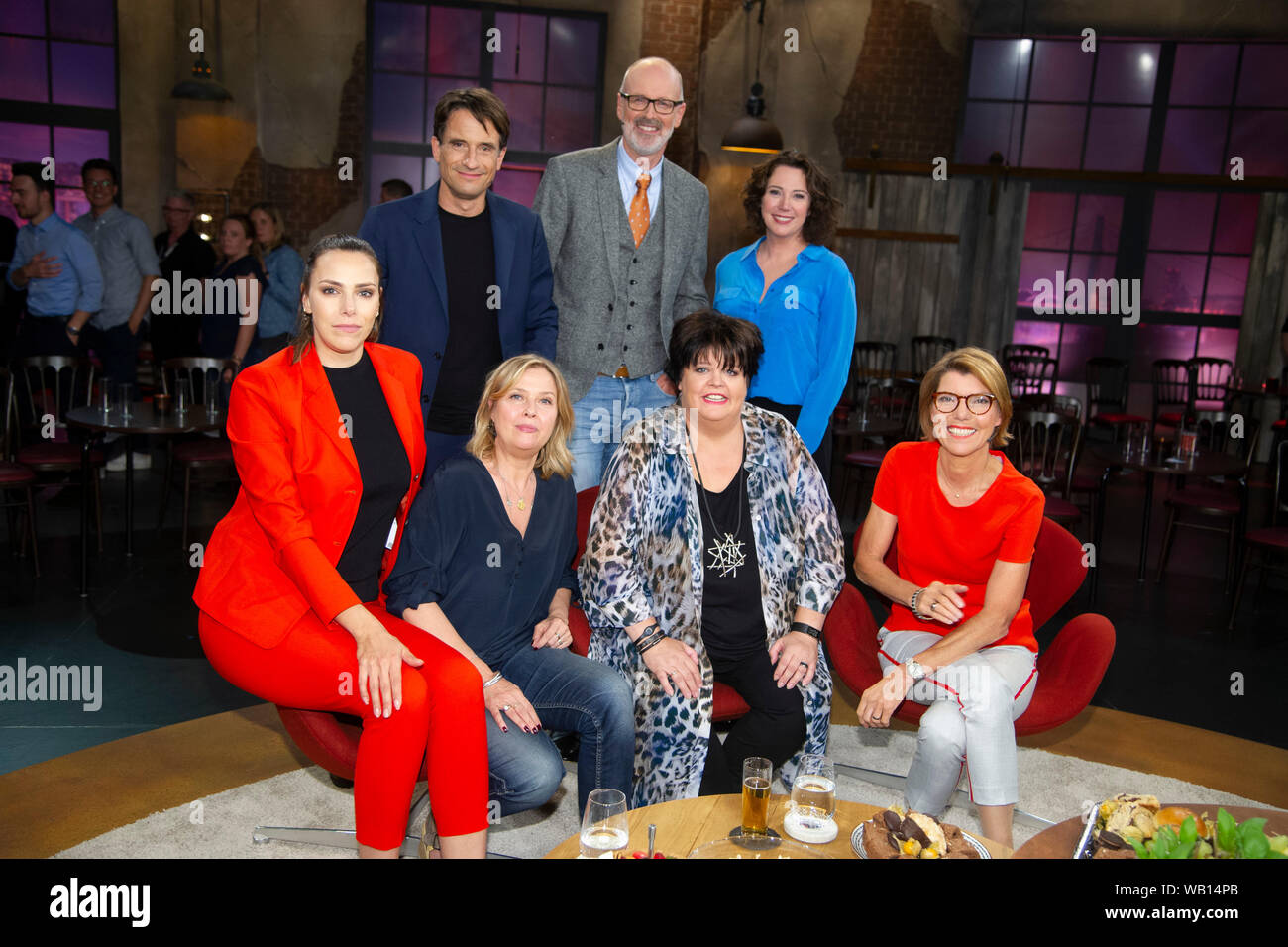 """Cologne, Deutschland. 22nd Aug, 2019. Back row from left: Oliver MOMMSEN, Germany, actor, Peter WOHLLEBEN, Germany, Foerster, author, environmentalist, Ildiko (Ildikó) of KUERTHY, Kurthy, Germany, author, writer, front row from left: Esther SEDLACZEK, Germany, presenter, Sports reporter, Katharina BOEHM, Bohm, Germany, actress, Ingrid KUEHNE, Kuhne, Germany, comedian, comedienne, presenter Bettina BOETTINGER, guest on the program """"Koelner Treff"""" on WDR television, 22.08.2019.   usage worldwide Credit: dpa/Alamy Live News Stock Photo"""