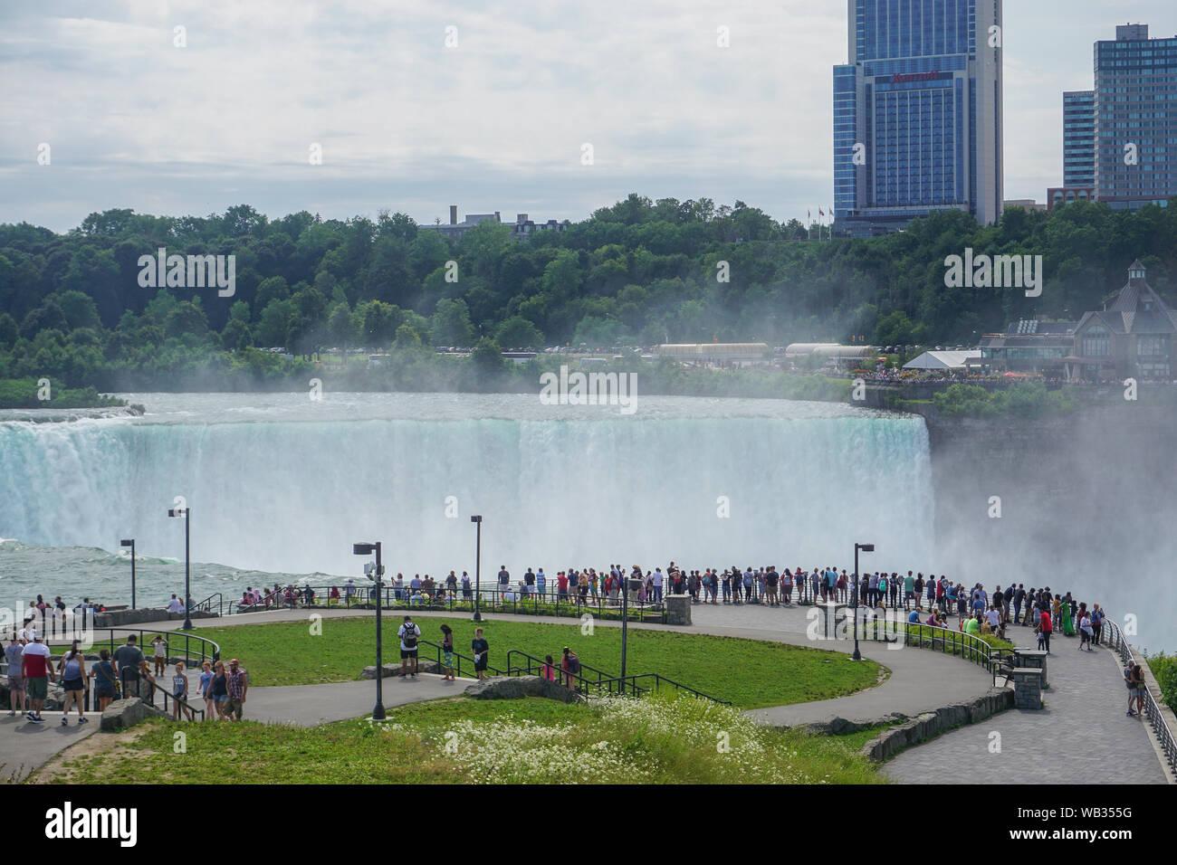 Niagara Falls Ny Tourists View The Horseshoe Falls From