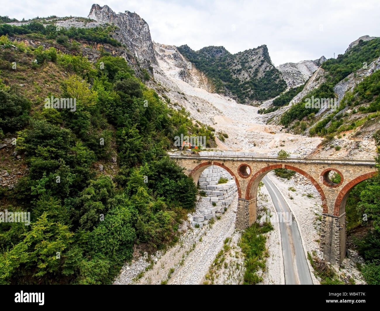 Ponti di Vara bridges in Carrara marble quarries, Tuscany, Italy. In the Apuan Alps. Quarrying marble stone is an important industry. Stock Photo