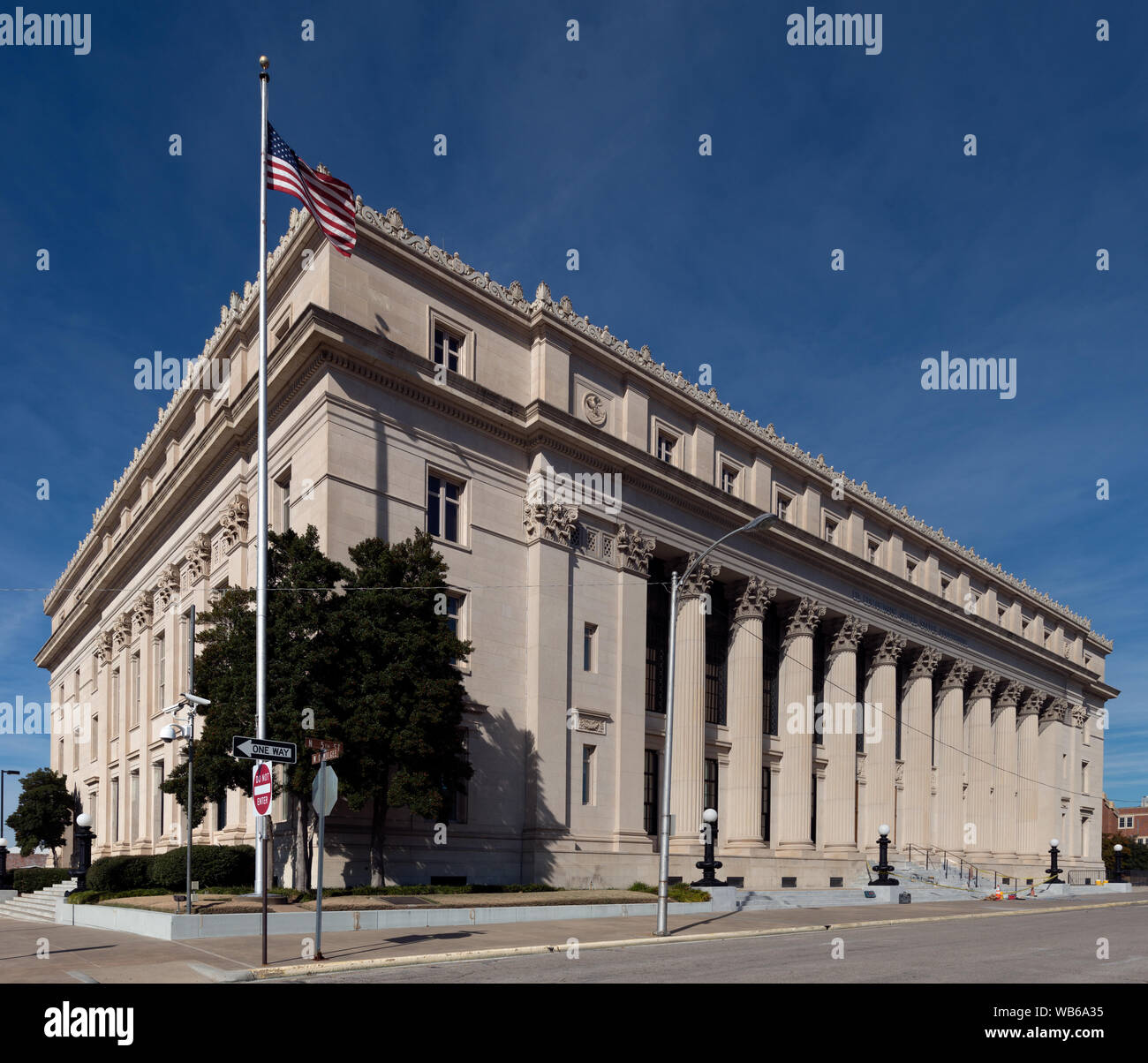 Exterior of the Ed Edmondson Courthouse, also known as the U.S. Post Office and Courthouse, occupies an entire block between West Broadway, West Okmulgee Avenues and Fifth Street, Muskogee, Oklahoma Stock Photo