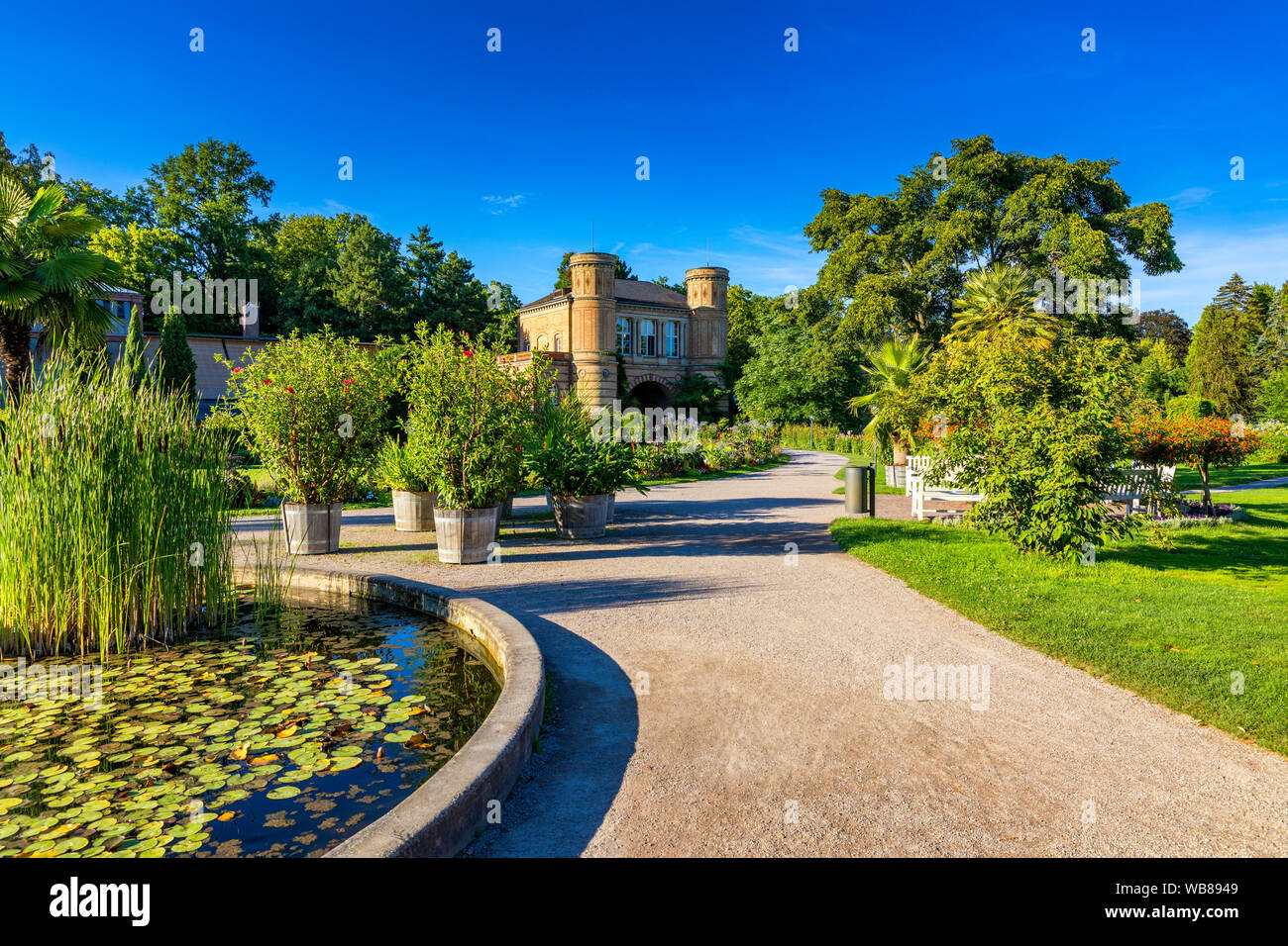 Fountain Karlsruhe High Resolution Stock Photography And Images Alamy