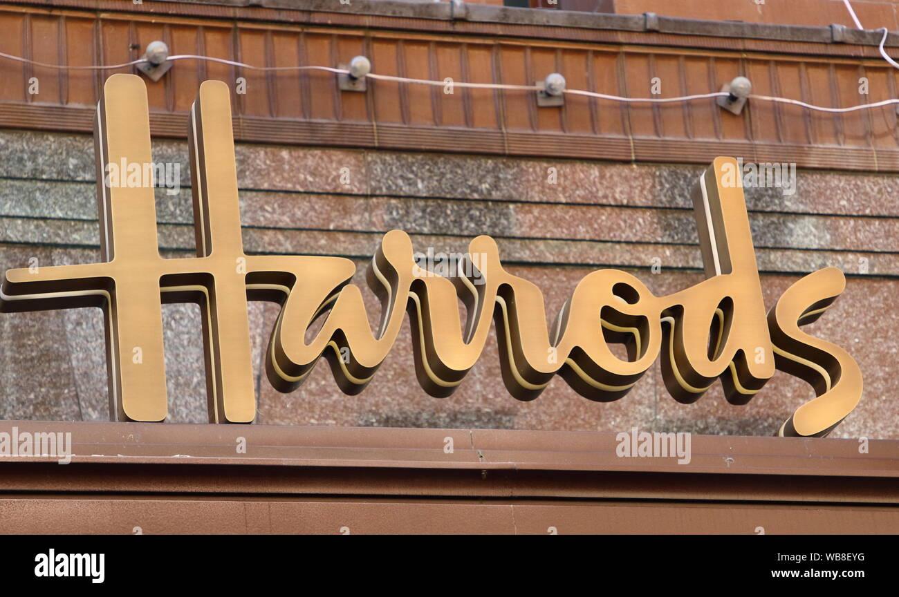 Harrods Logo Stock Photos & Harrods Logo Stock Images - Alamy