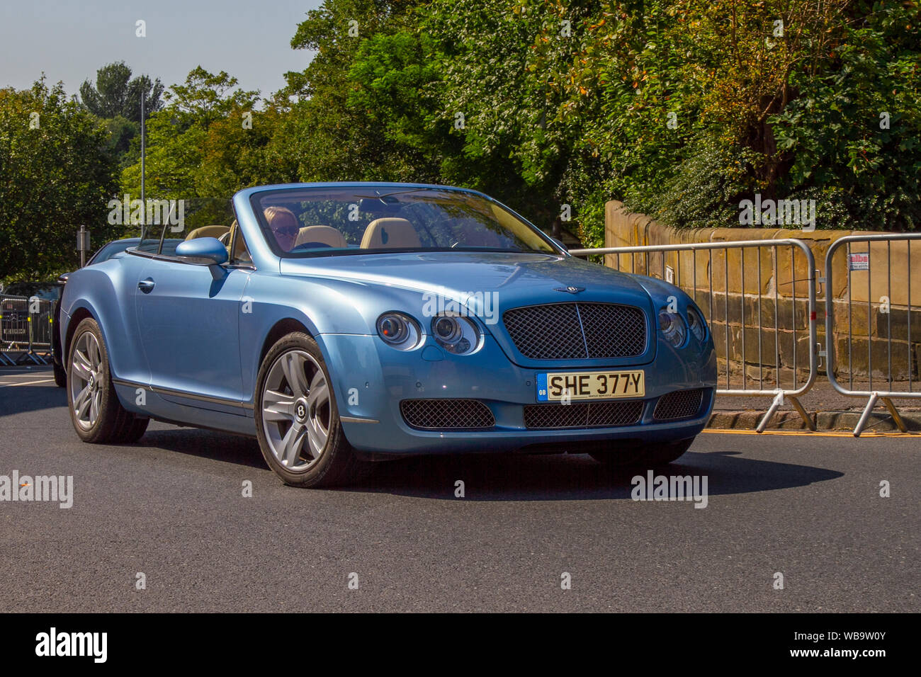 Bentley Continental Gt Convertible High Resolution Stock Photography And Images Alamy