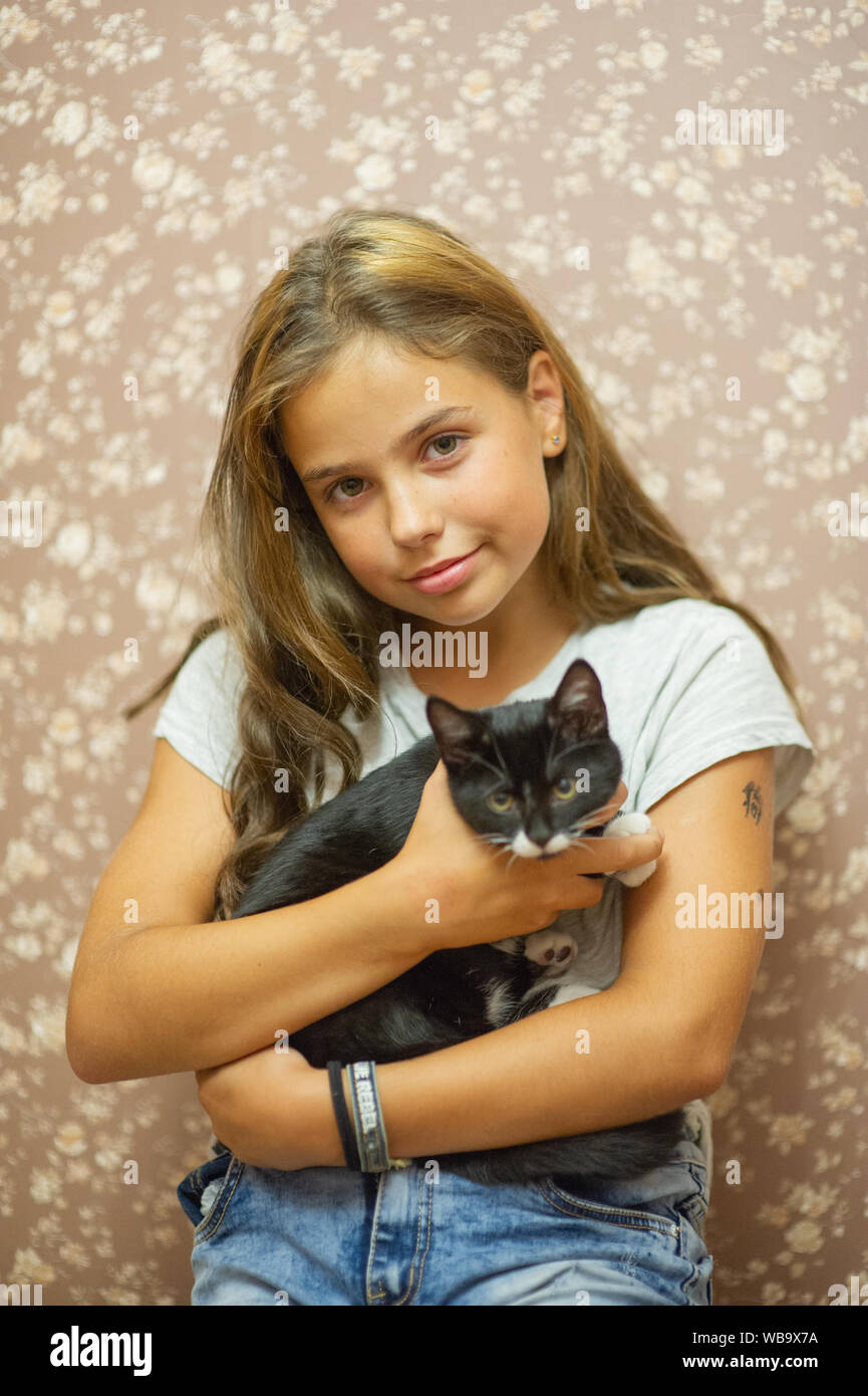 Prime Girl 10 Years Old And A Black And White Kitten Beautiful Brunette Natural Hairstyles Runnerswayorg