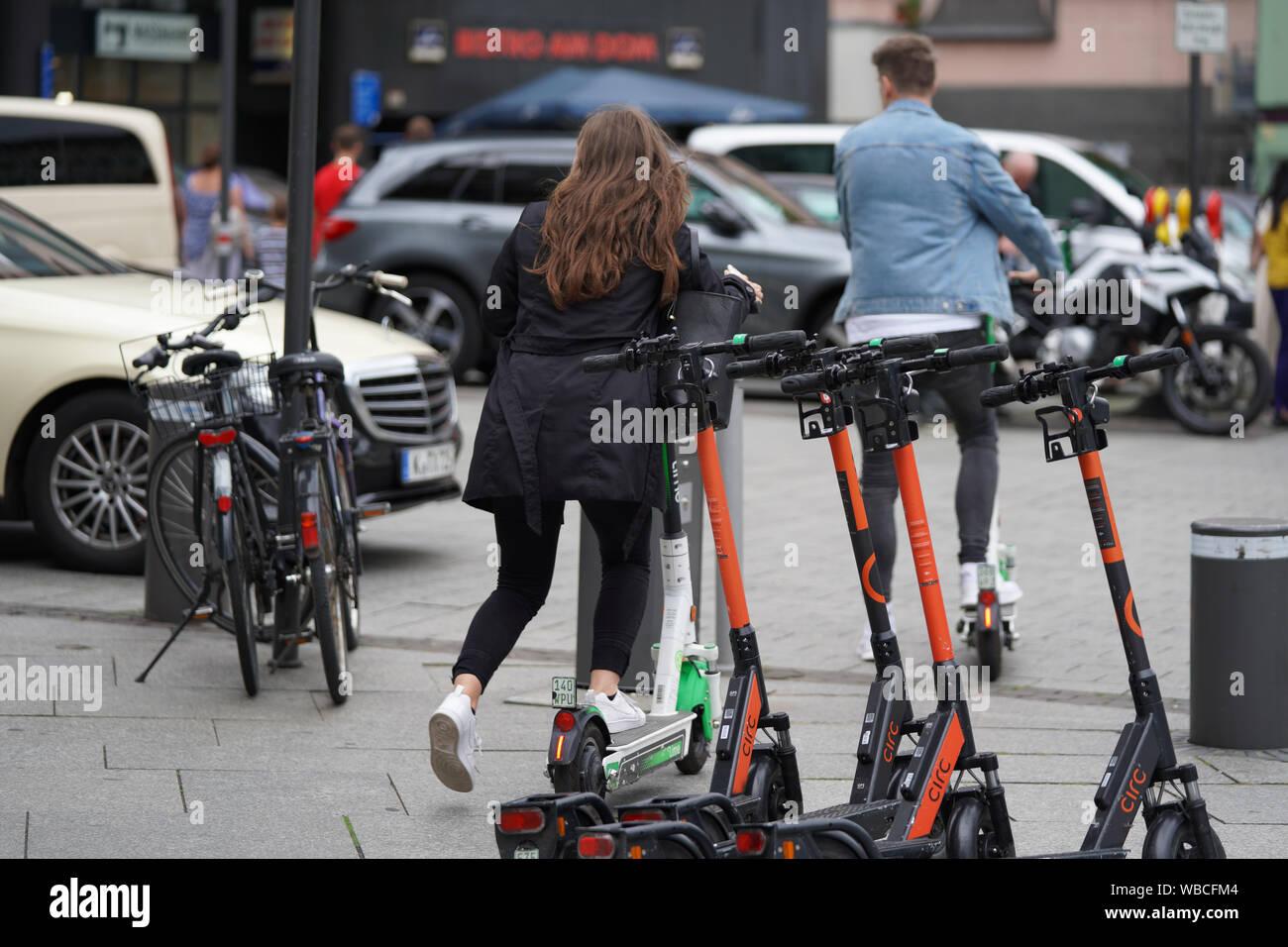 Symbolfoto;Symbolbild von E-Scooter Fahrern in Koeln Stock Photo