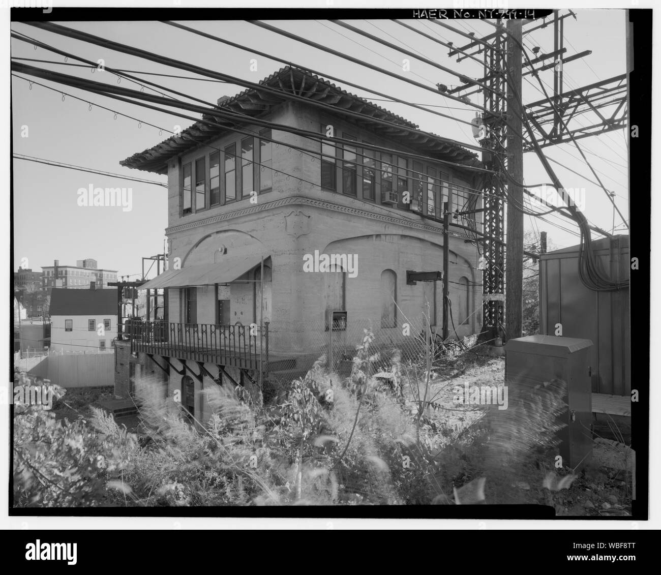 General oblique view of Shell Interlocking Tower, north and west facades, showing over head catenary tower and bridge at right. - New York, New Haven, and Hartford Railroad, Shell Interlocking Tower, New Haven Milepost 16, approximately 100 feel east of New Rochelle Junction, New Rochelle, Westchester County, NY Stock Photo