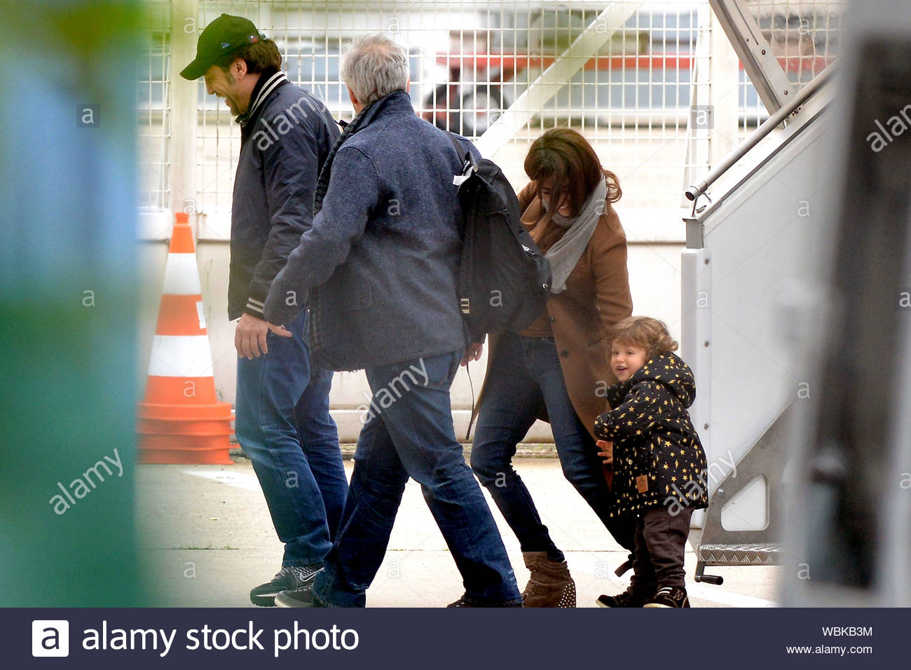 Paris France Penelope Cruz Arrives In Paris At Le Bourget Airport With Her Husband Javier Bardem