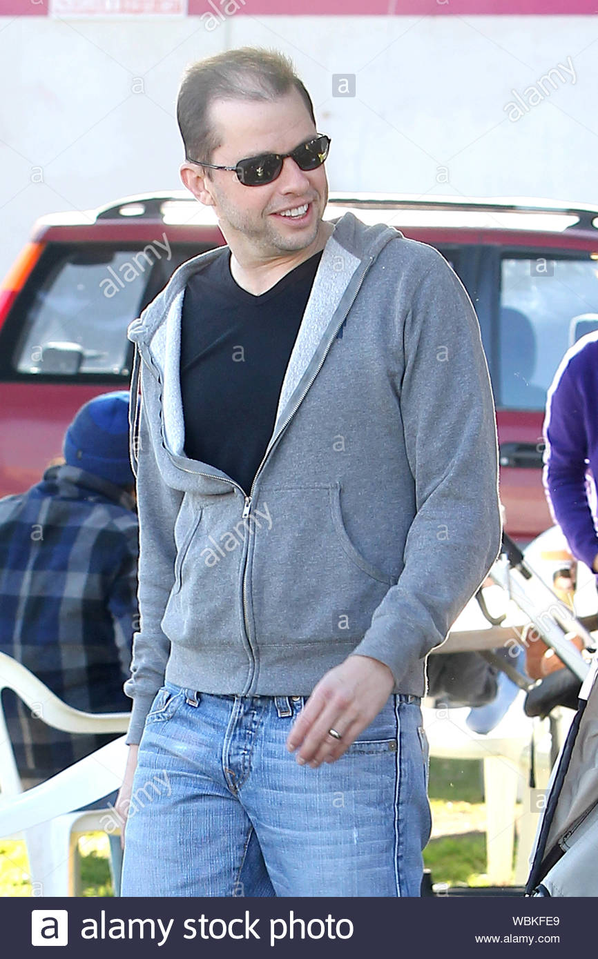 Studio City Ca Two And A Half Men Star Jon Cryer Enjoys A Sunny Sunday Afternoon At The Farmers Market With Wife Lisa Joyner And Their Daughter Daisy And Son Charlie